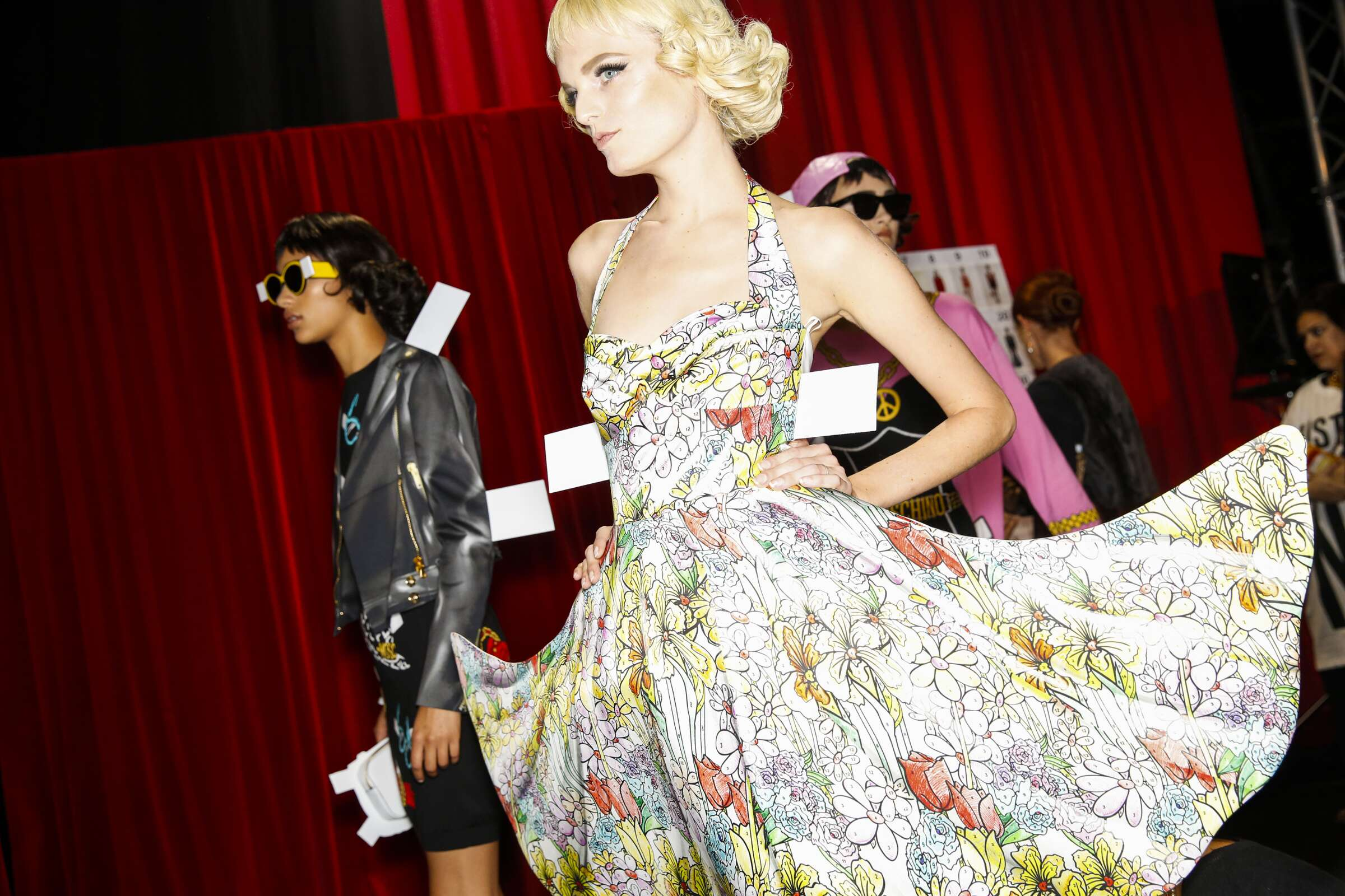 Model Backstage Moschino SS 2017