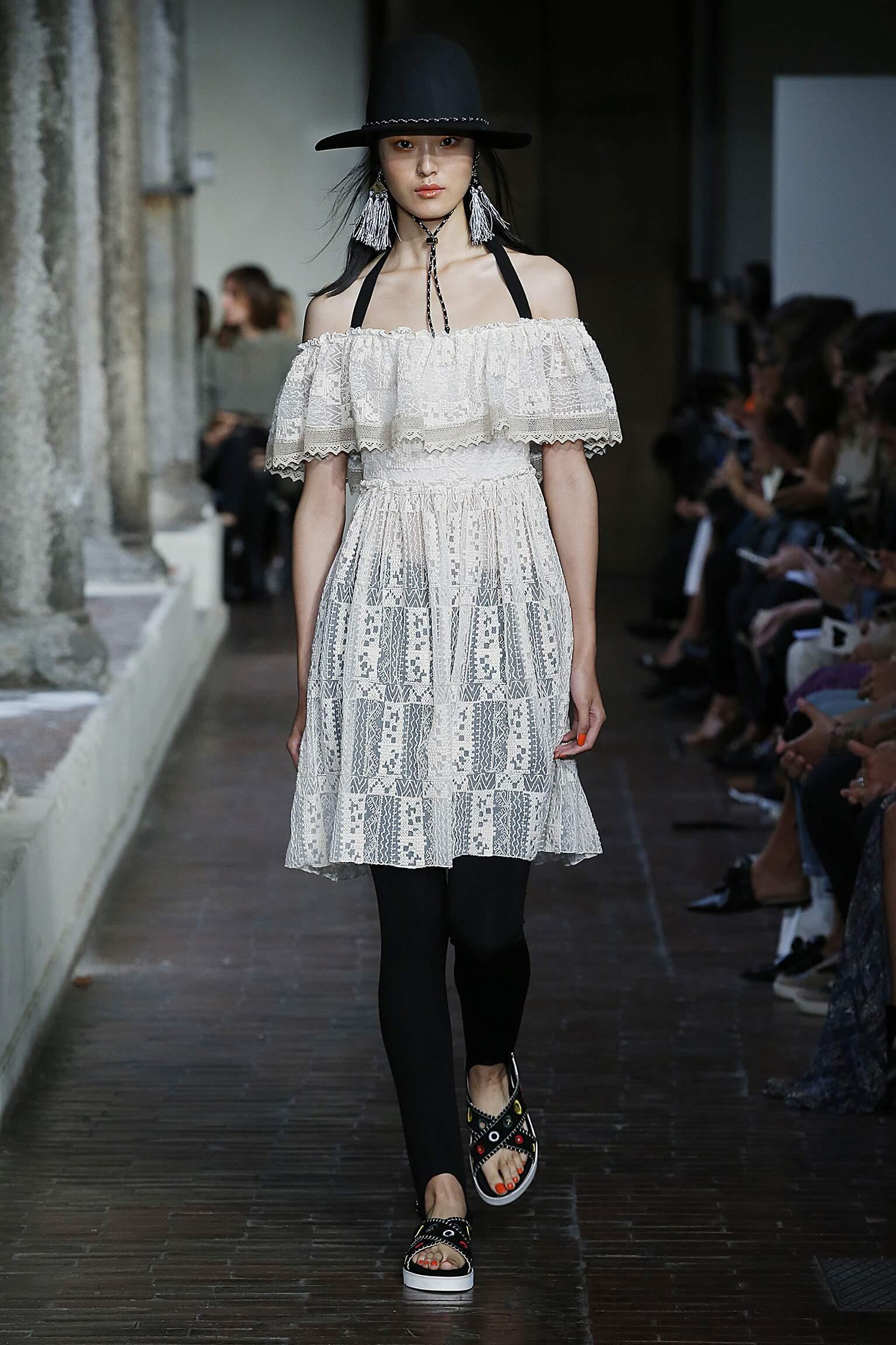 Model Fashion Show Blugirl