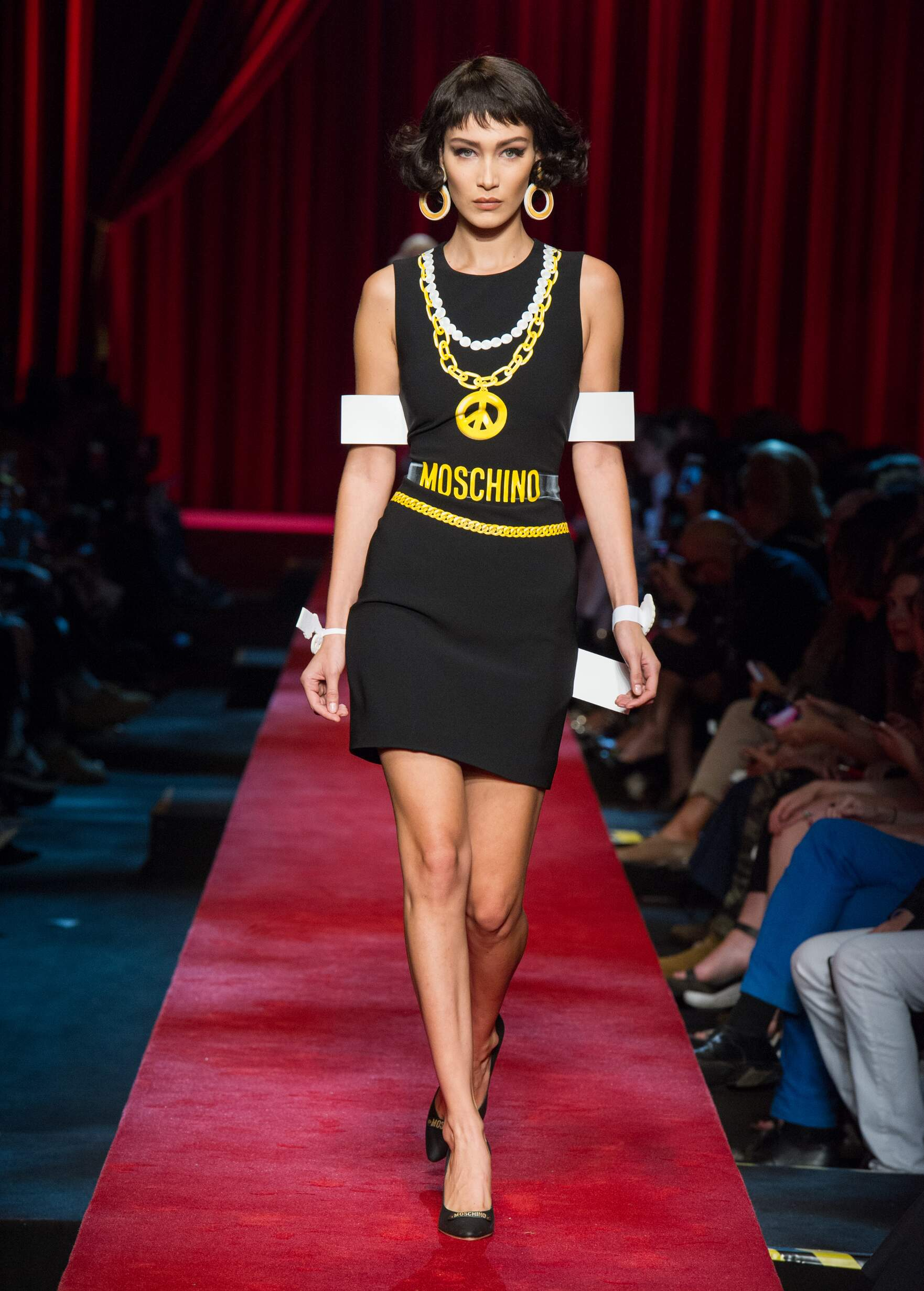 SS 2017 Fashion Show Moschino