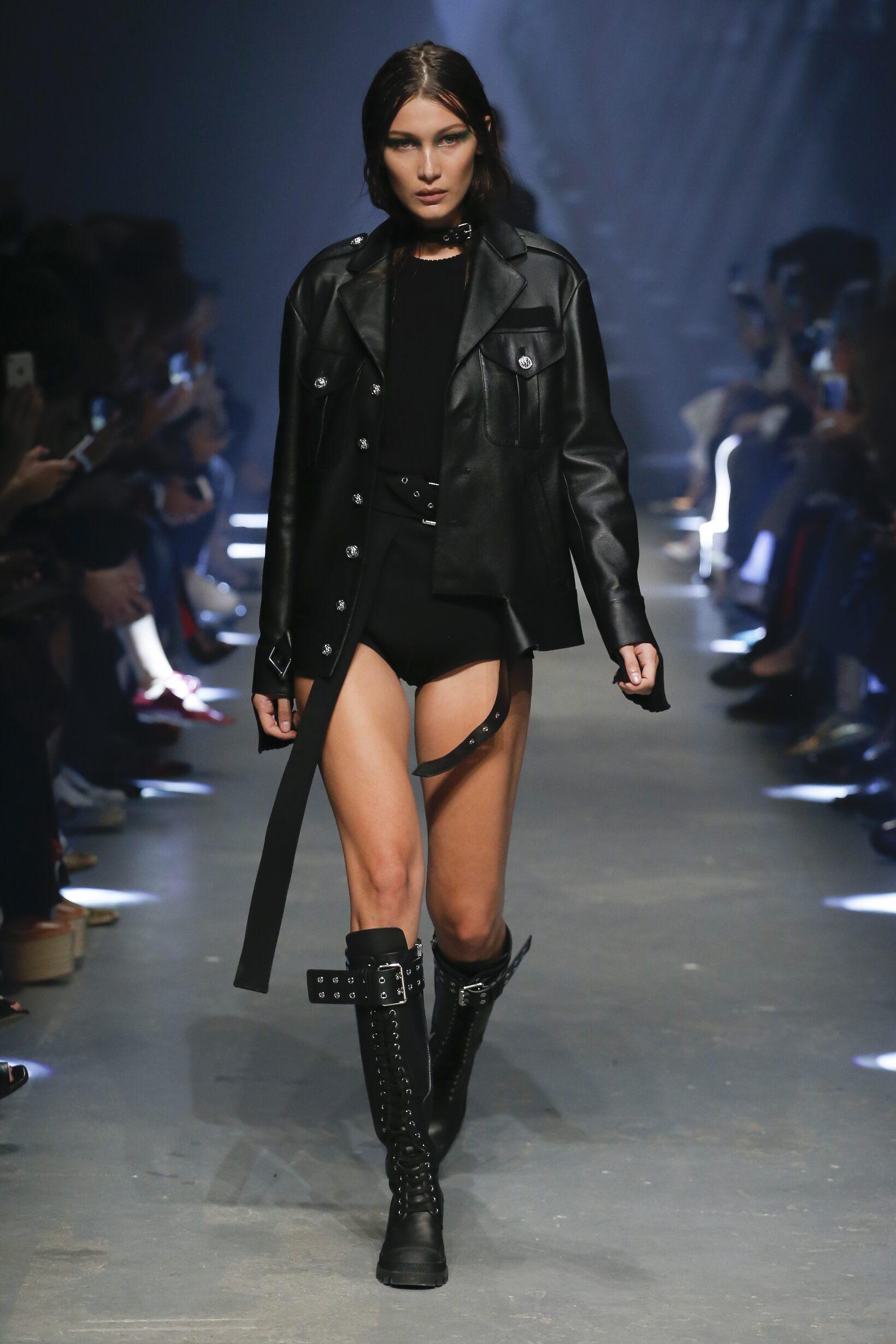 Versus Versace Fashion Show SS 2017
