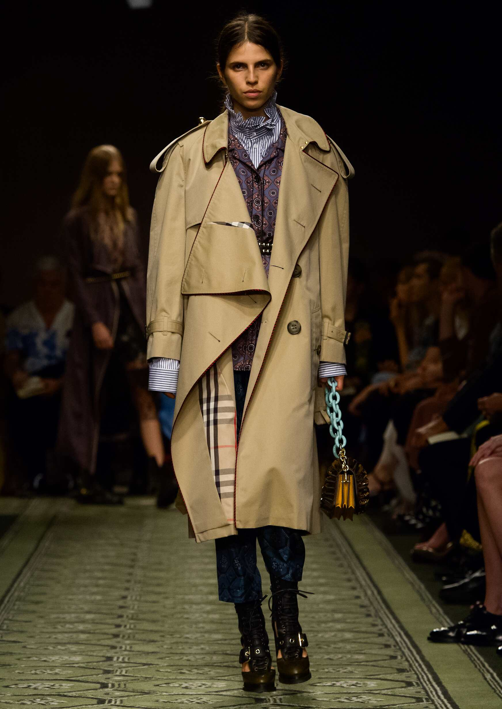 Woman Catwalk Burberry September 2016 Collection London Fashion Week