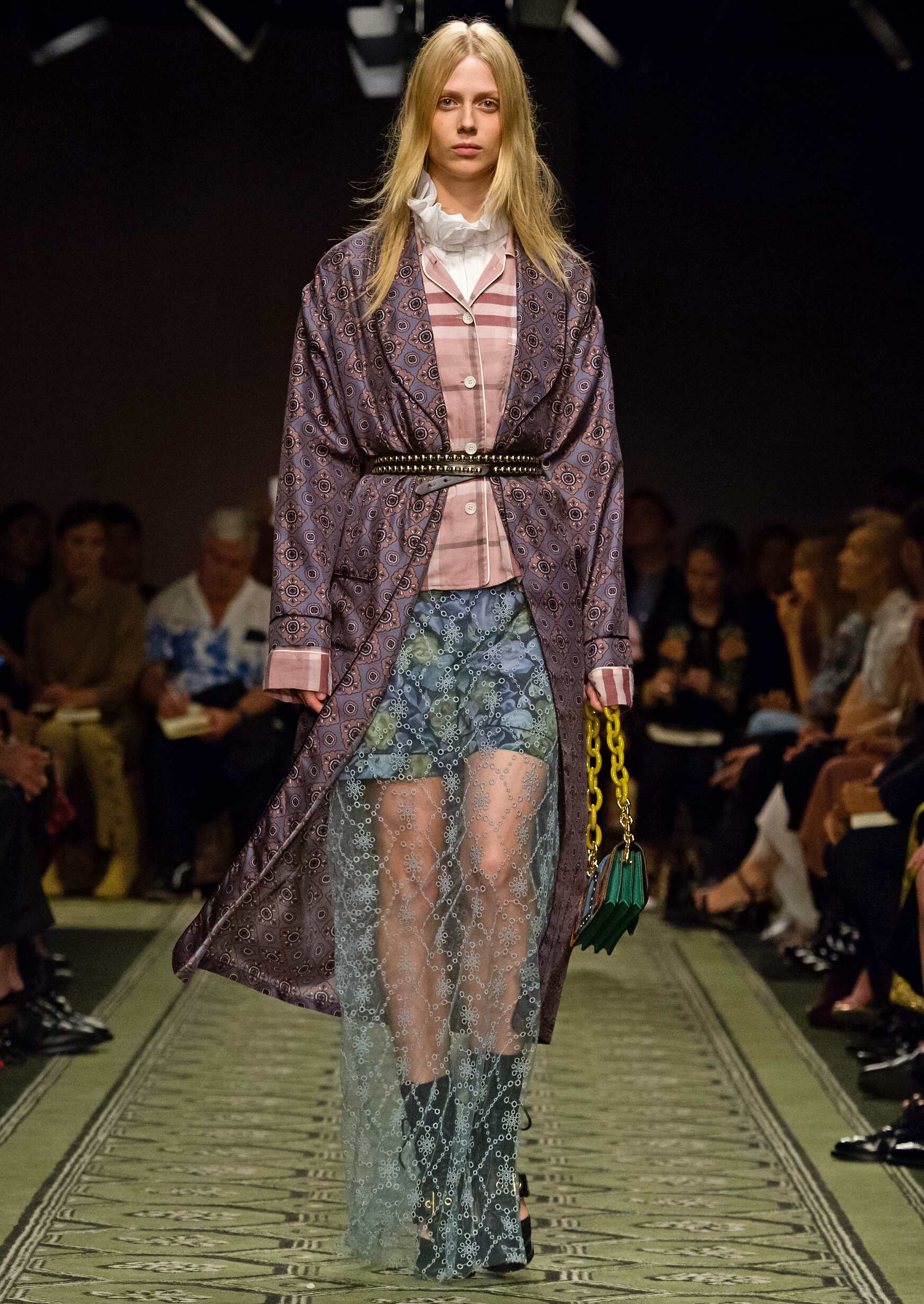 Woman Fashion Trends 2017 Burberry London Fashion Week