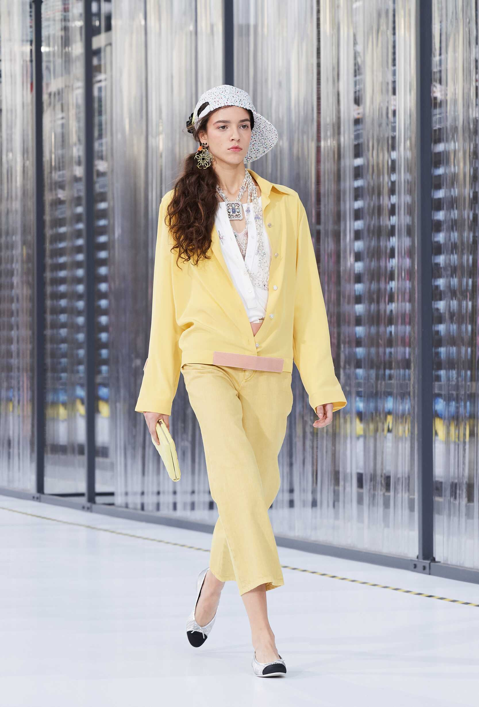 2017 Catwalk Chanel Woman Fashion Show Summer
