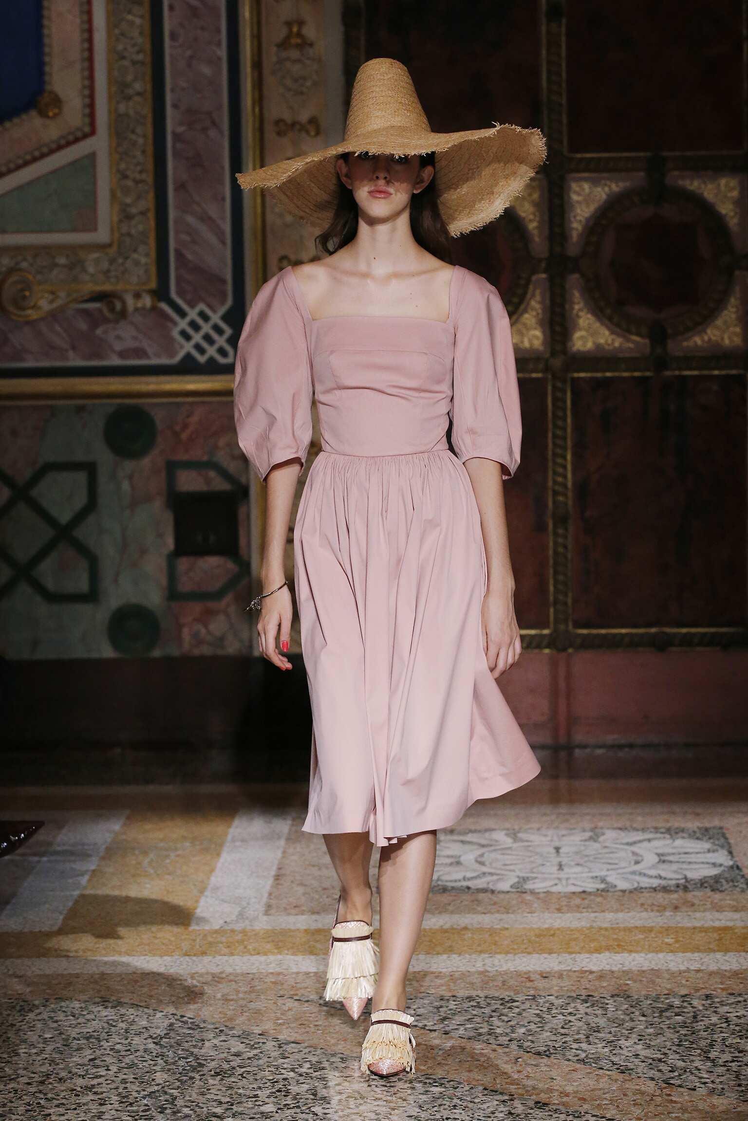 Catwalk Blumarine Woman Fashion Show Summer 2017