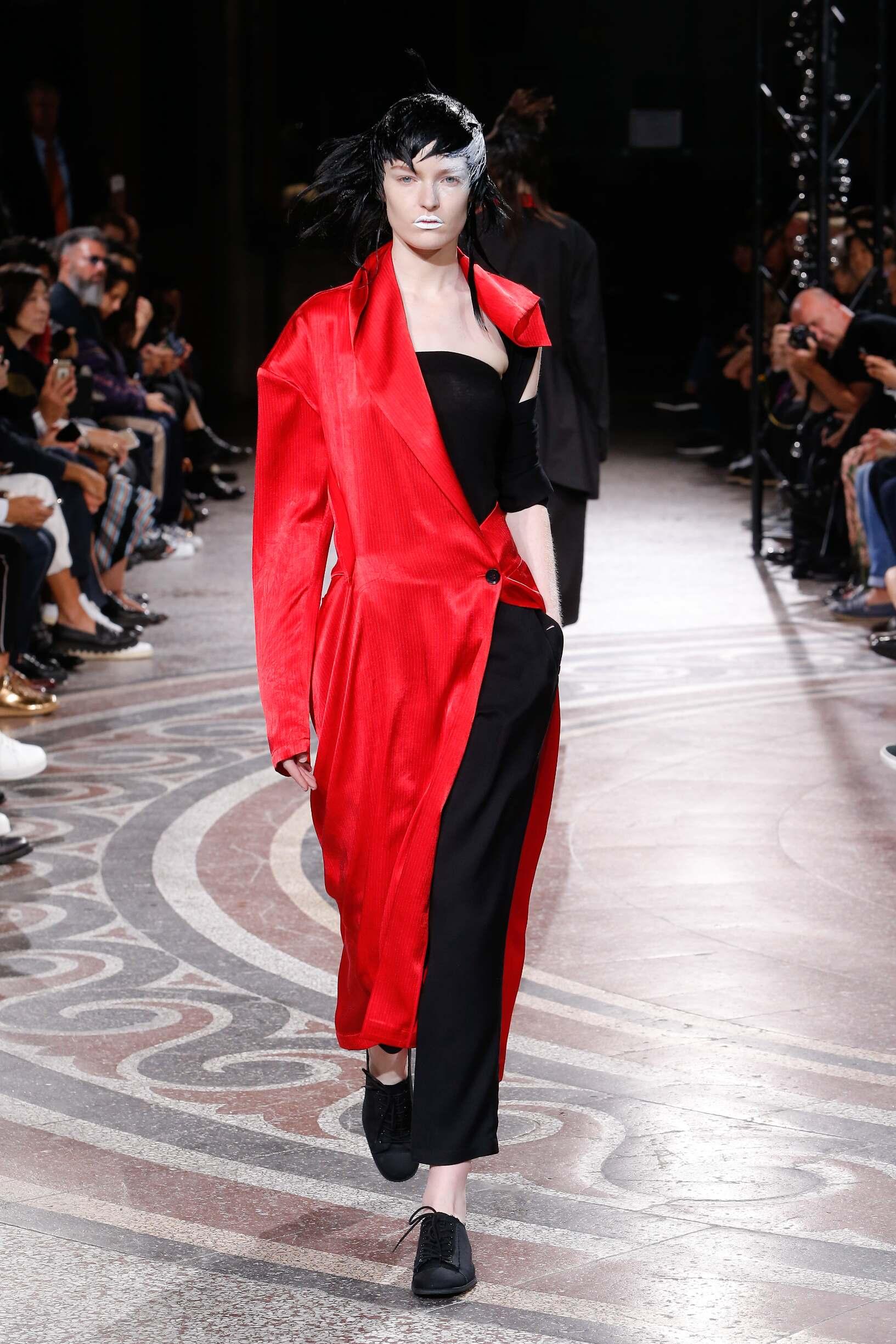 Catwalk Yohji Yamamoto Woman Fashion Show Summer 2017