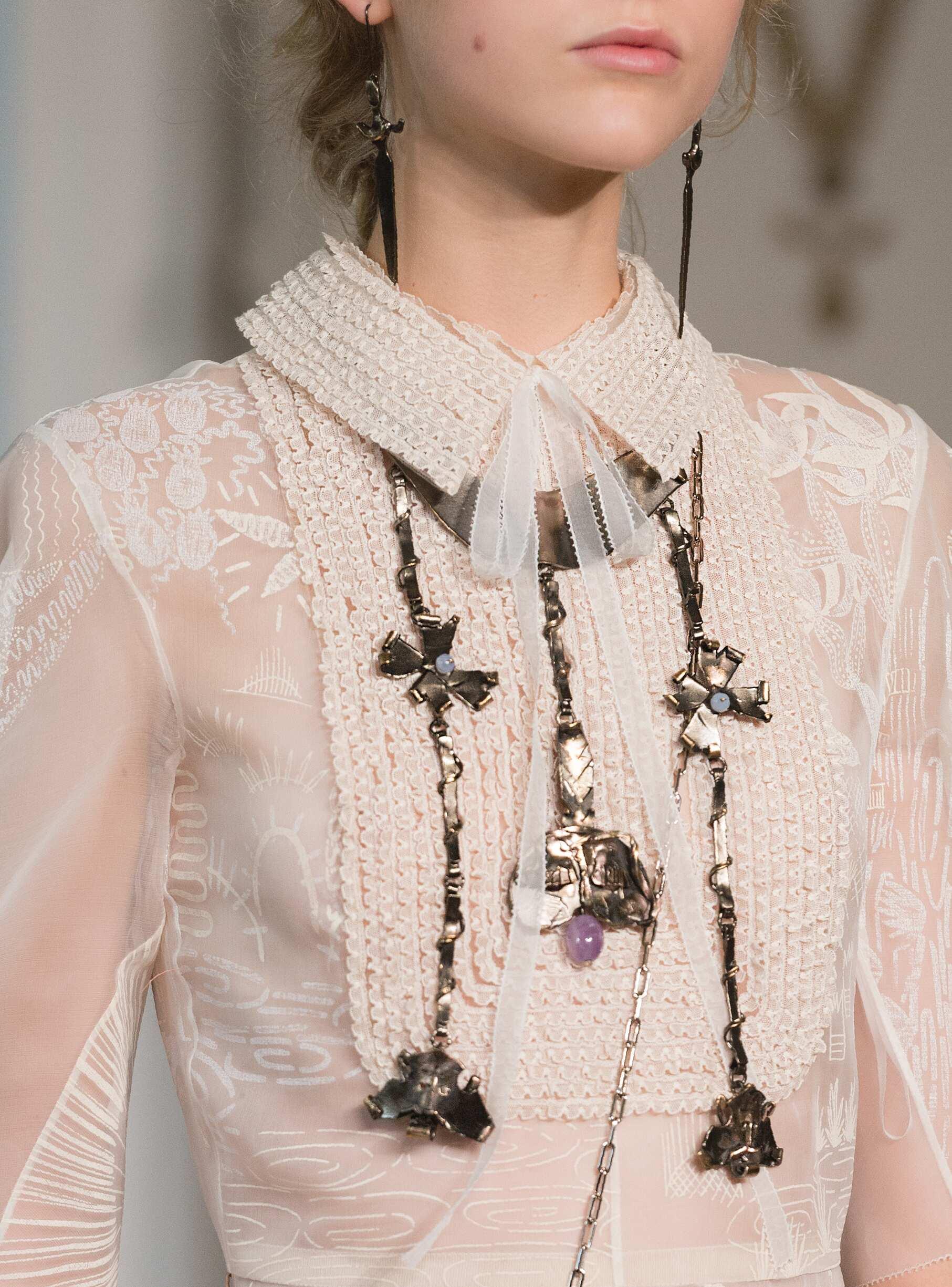 Details Fashion Show Valentino