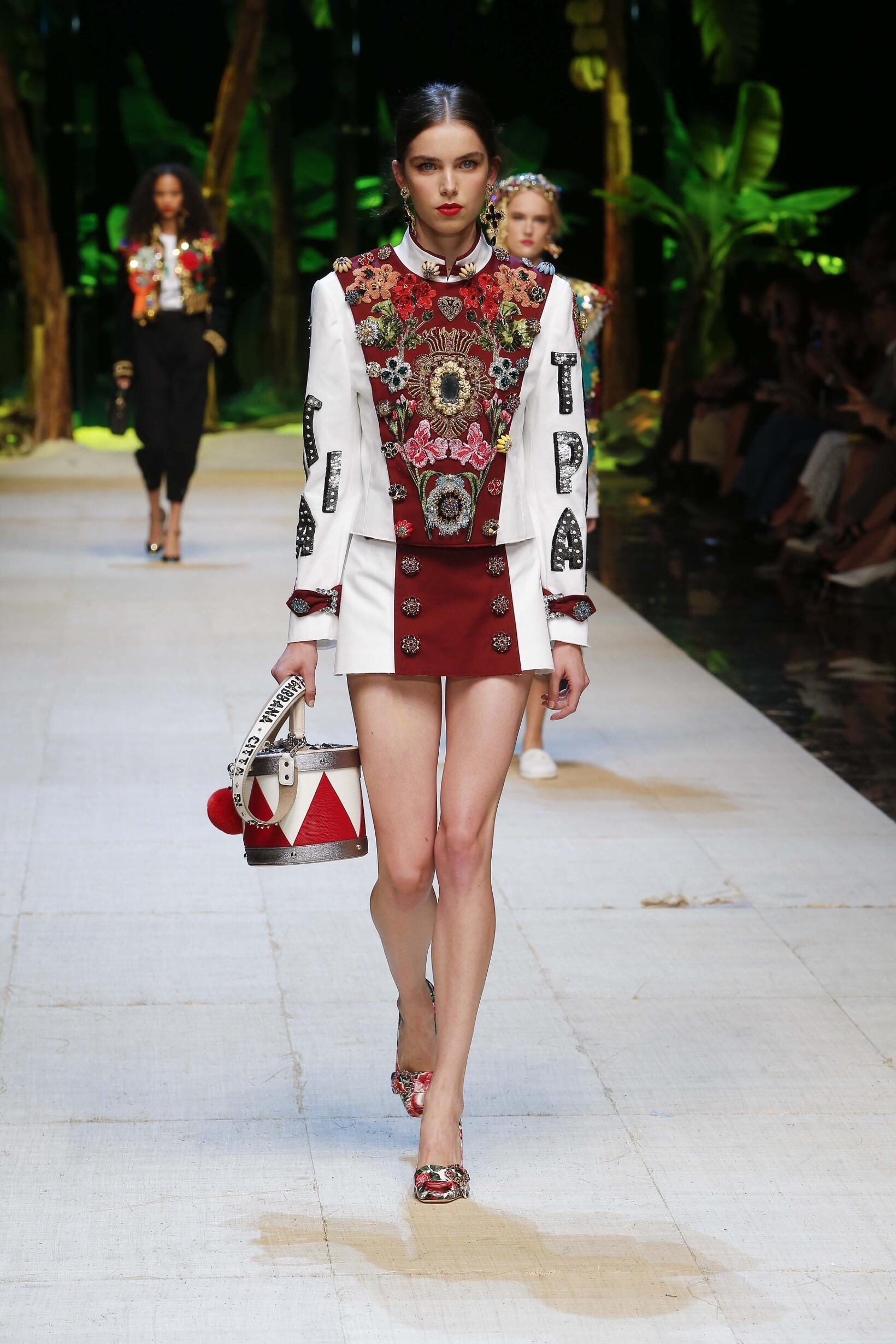 eb16afb3471 DOLCE   GABBANA SPRING SUMMER 2017 WOMEN S COLLECTION