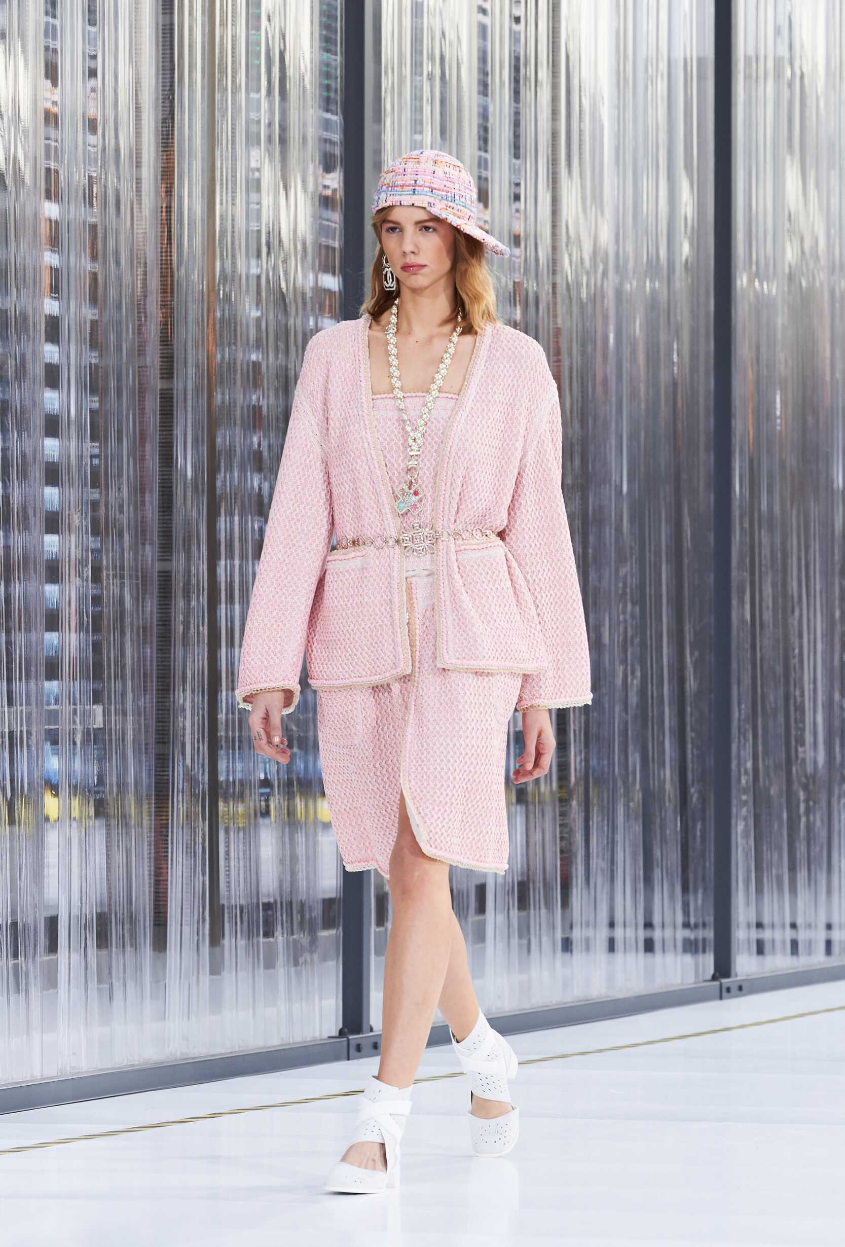 Fashion 2017 Runway Chanel Summer Woman