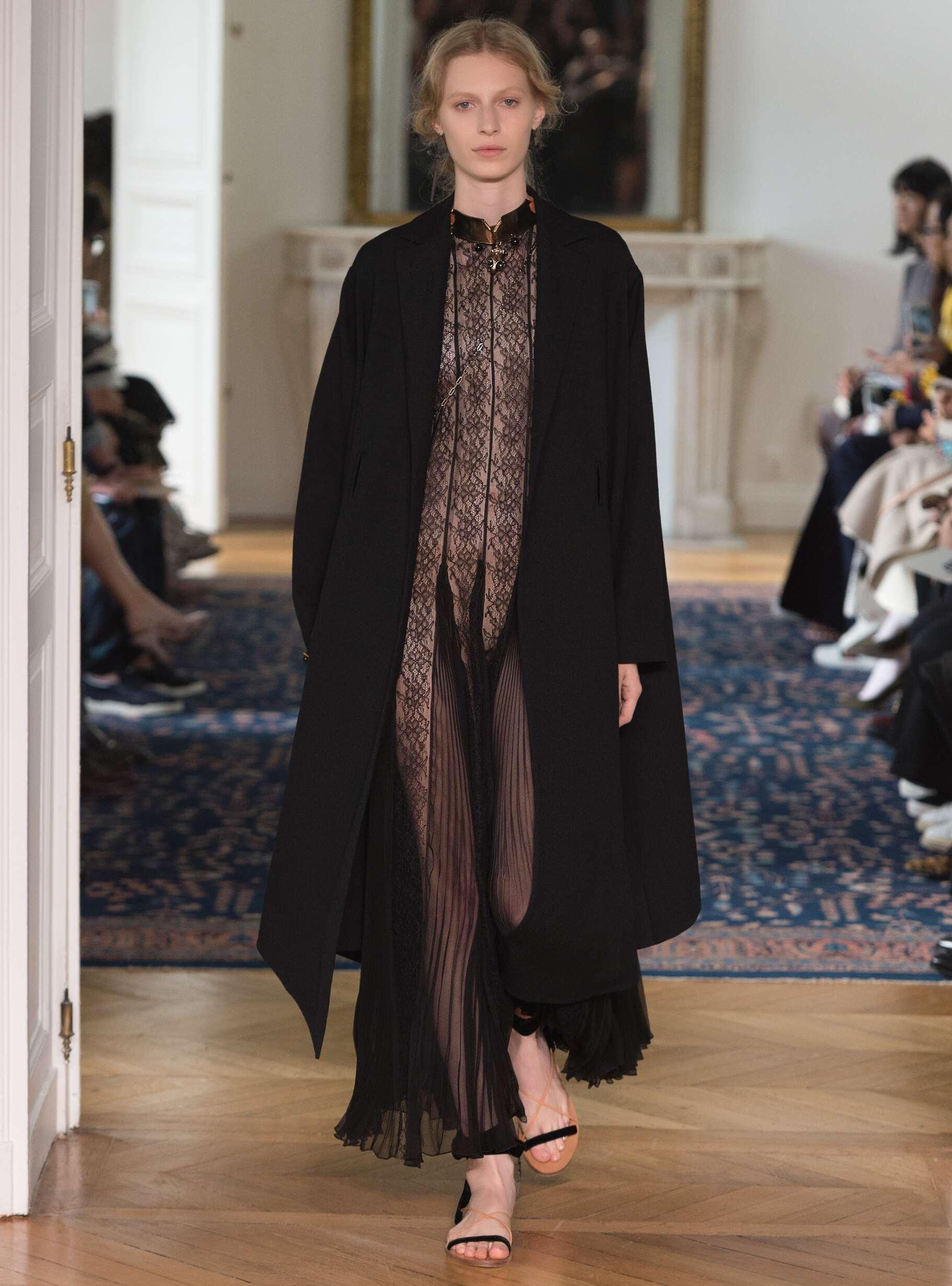 Fashion 2017 Woman Style Valentino
