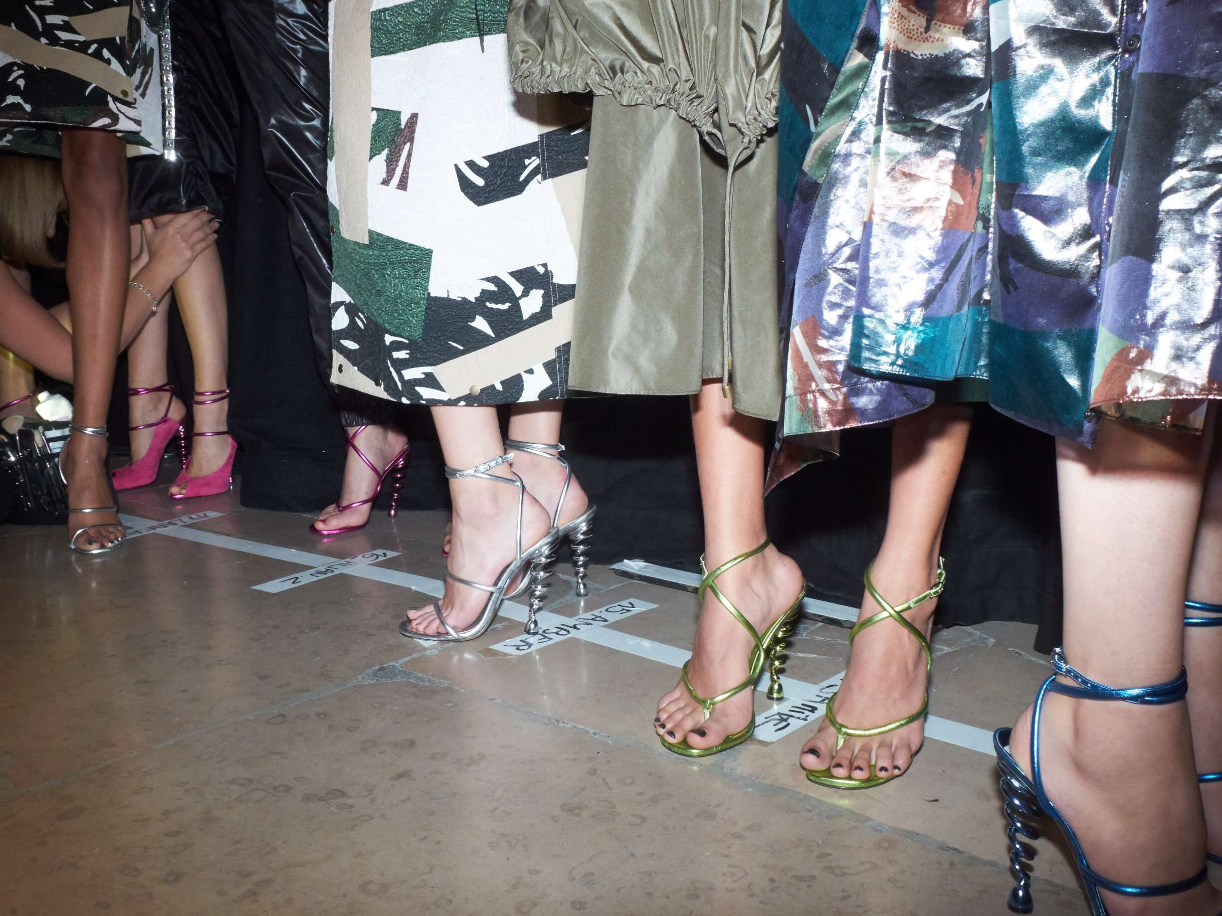 http://www.theskinnybeep.com/wp-content/uploads/2016/10/Fashion-Models-Kenzo-Womenswear-Backstage.jpg