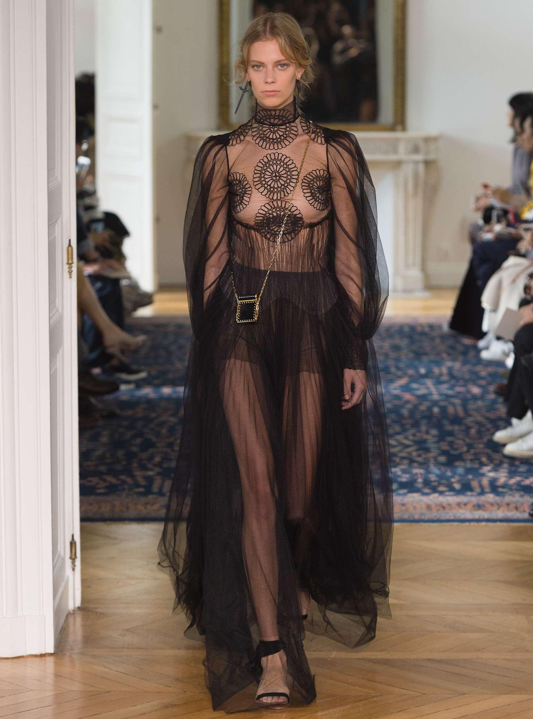 Fashion Week 2017 Catwalk Valentino