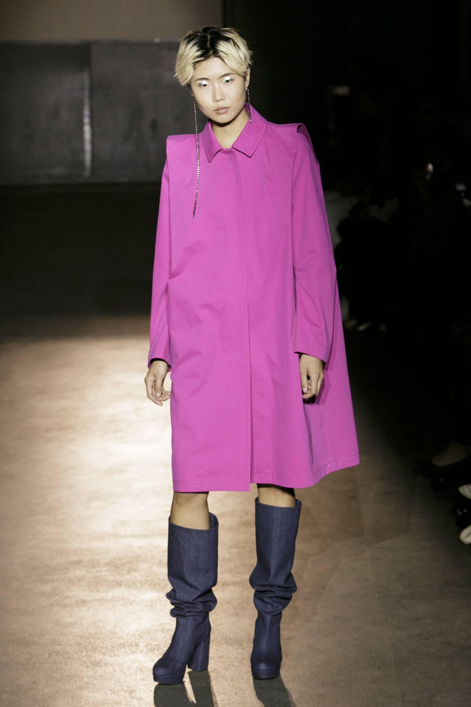 Fashion Woman Model Lutz Huelle Catwalk