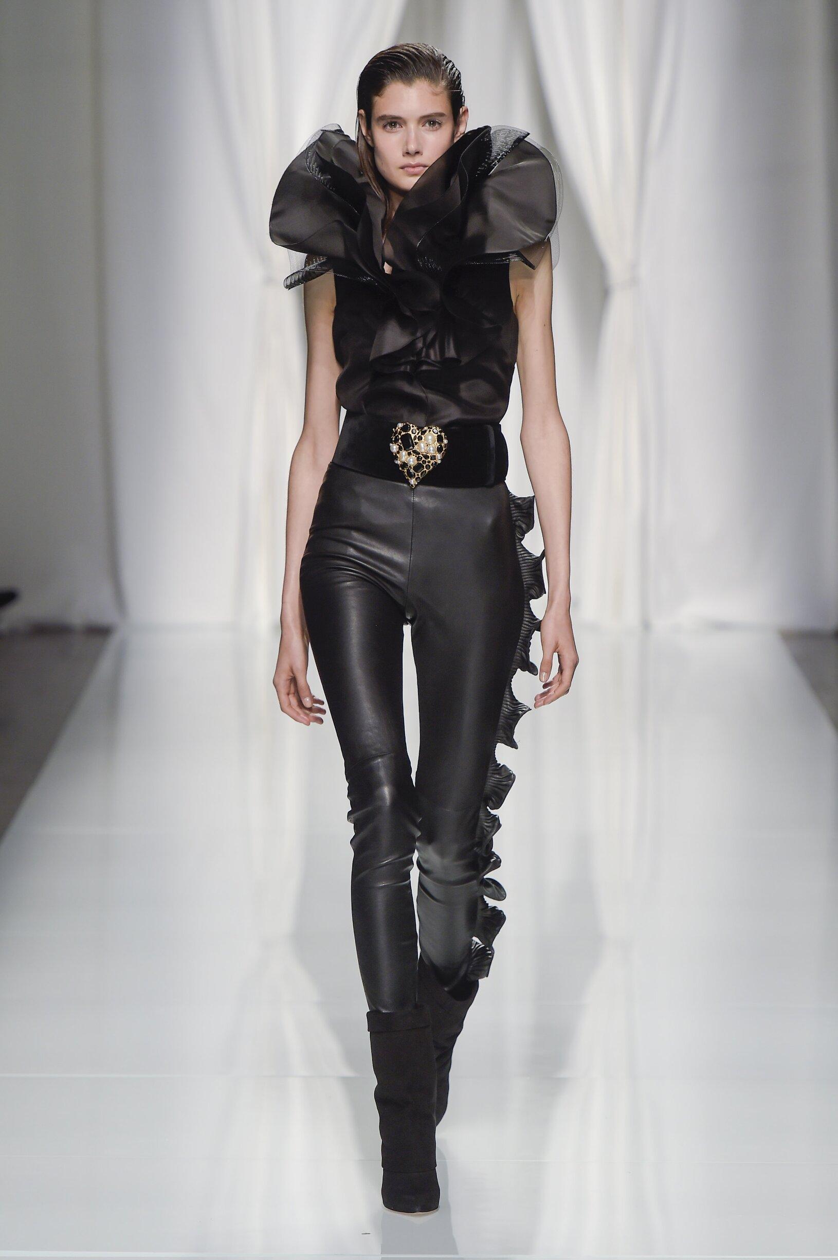 Model Fashion Show Emanuel Ungaro