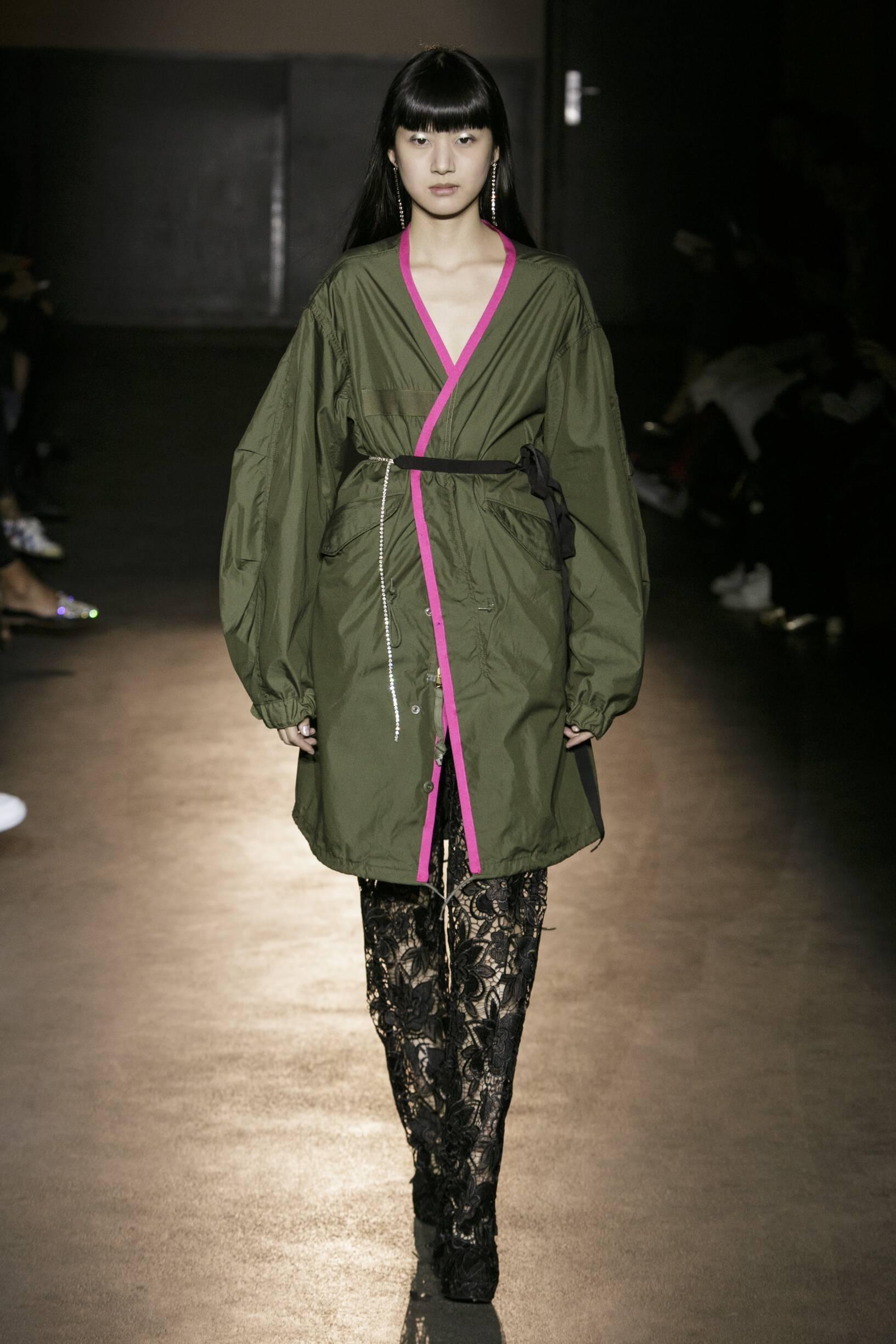 Model Fashion Show Lutz Huelle