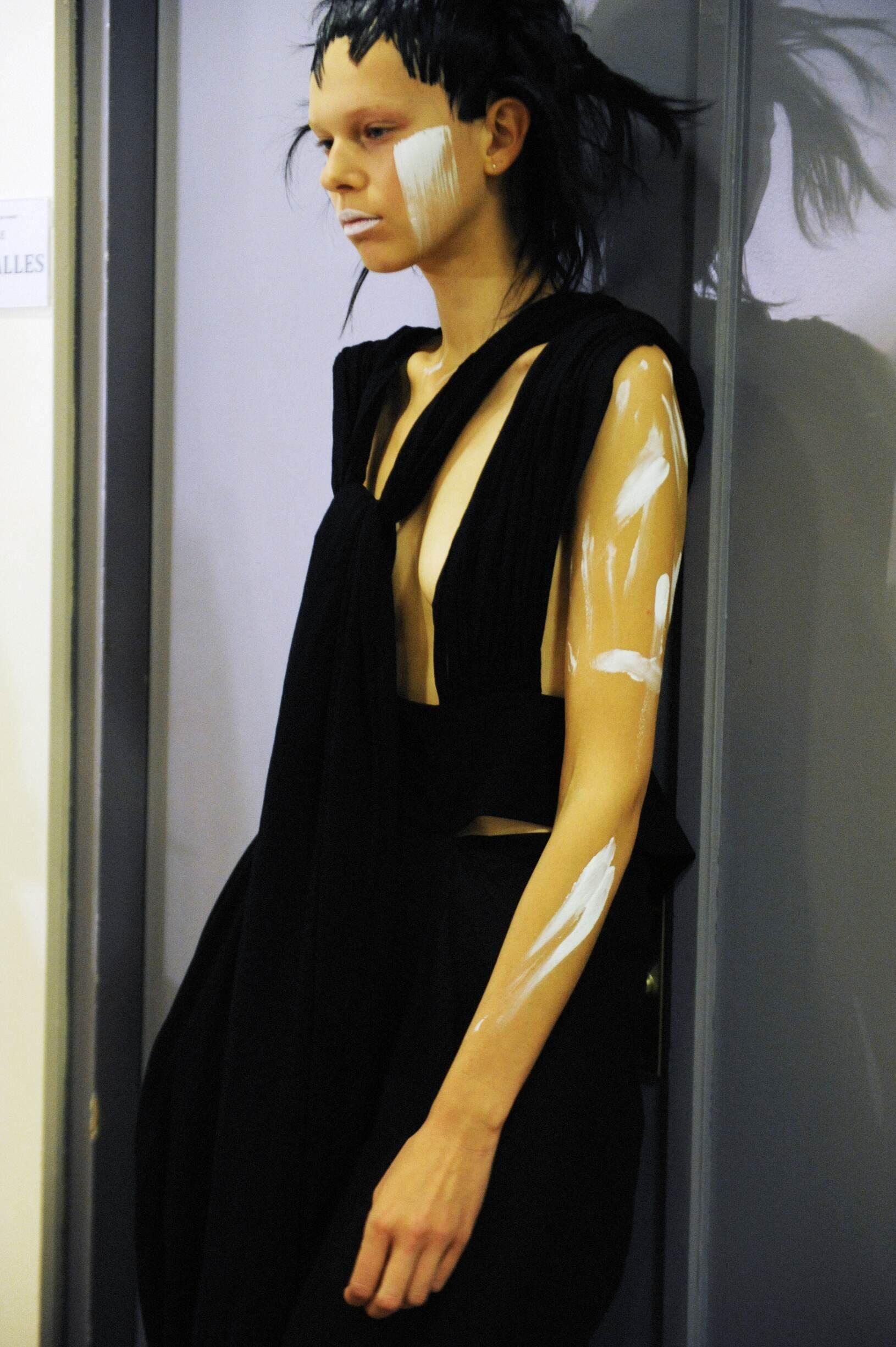 Model Yohji Yamamoto Backstage Spring 17