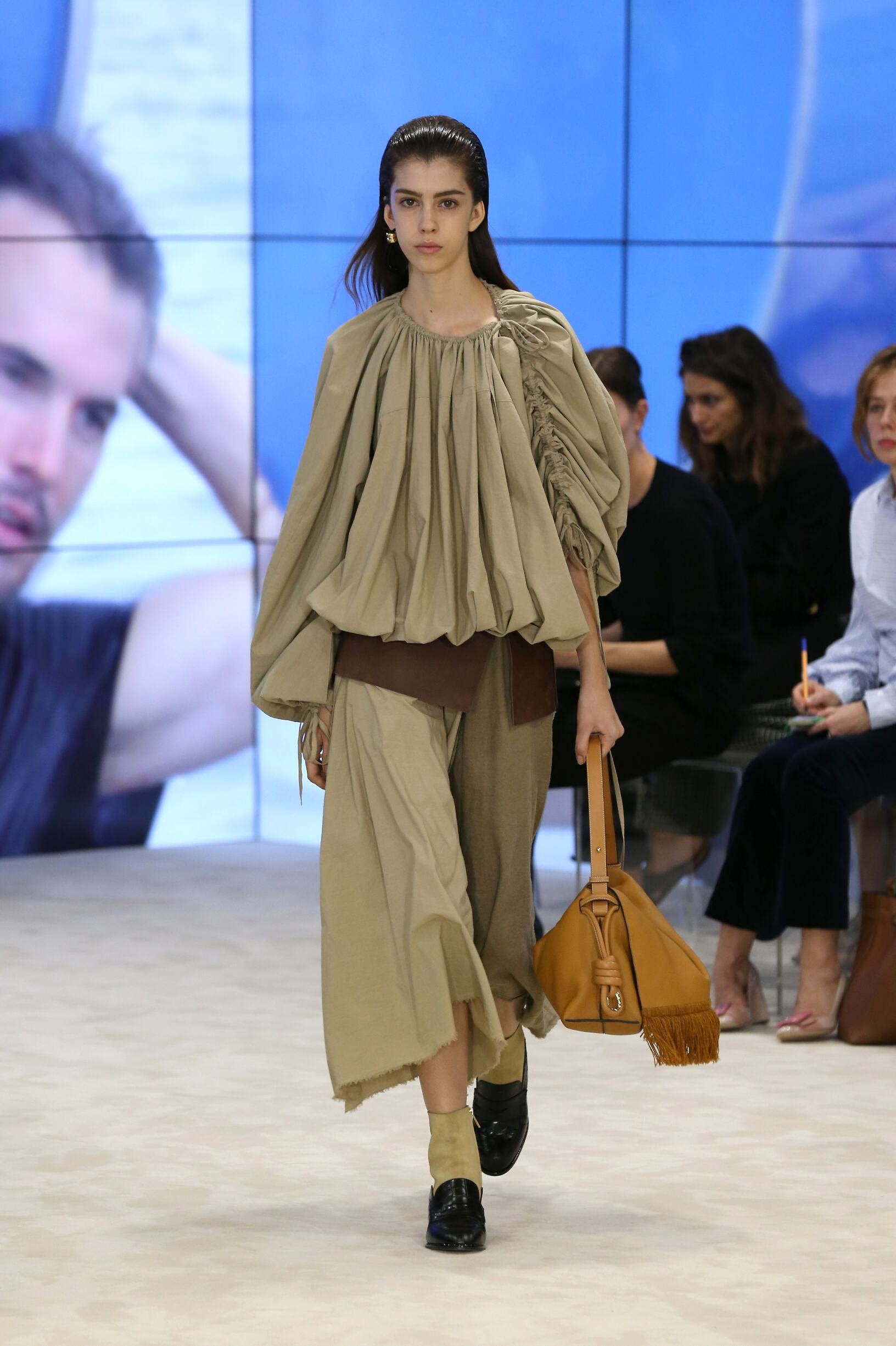 Runway Loewe Spring Summer 2017 Women's Collection Paris Fashion Week