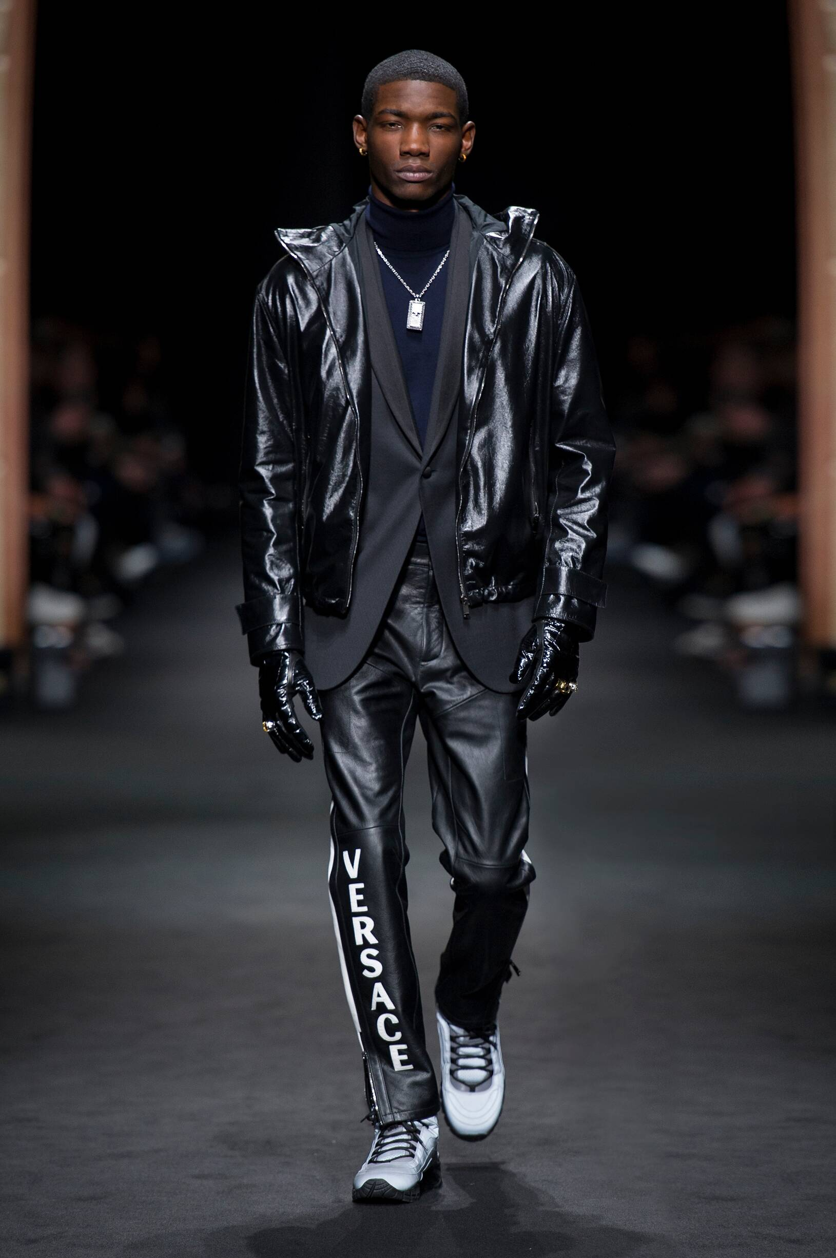 VERSACE FALL WINTER 2017-18 MEN'S COLLECTION
