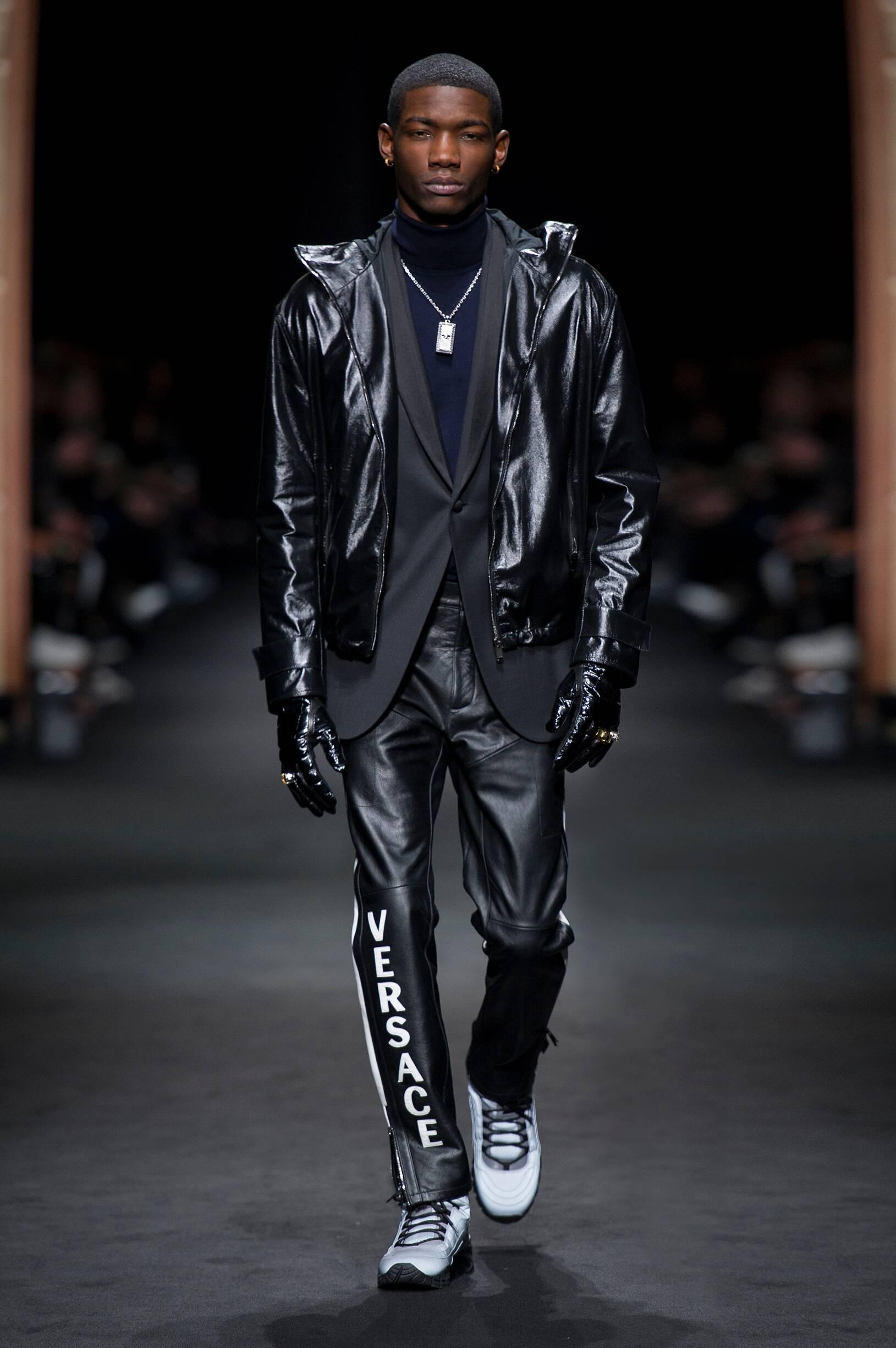 2017 Catwalk Versace Man Fashion Show Winter