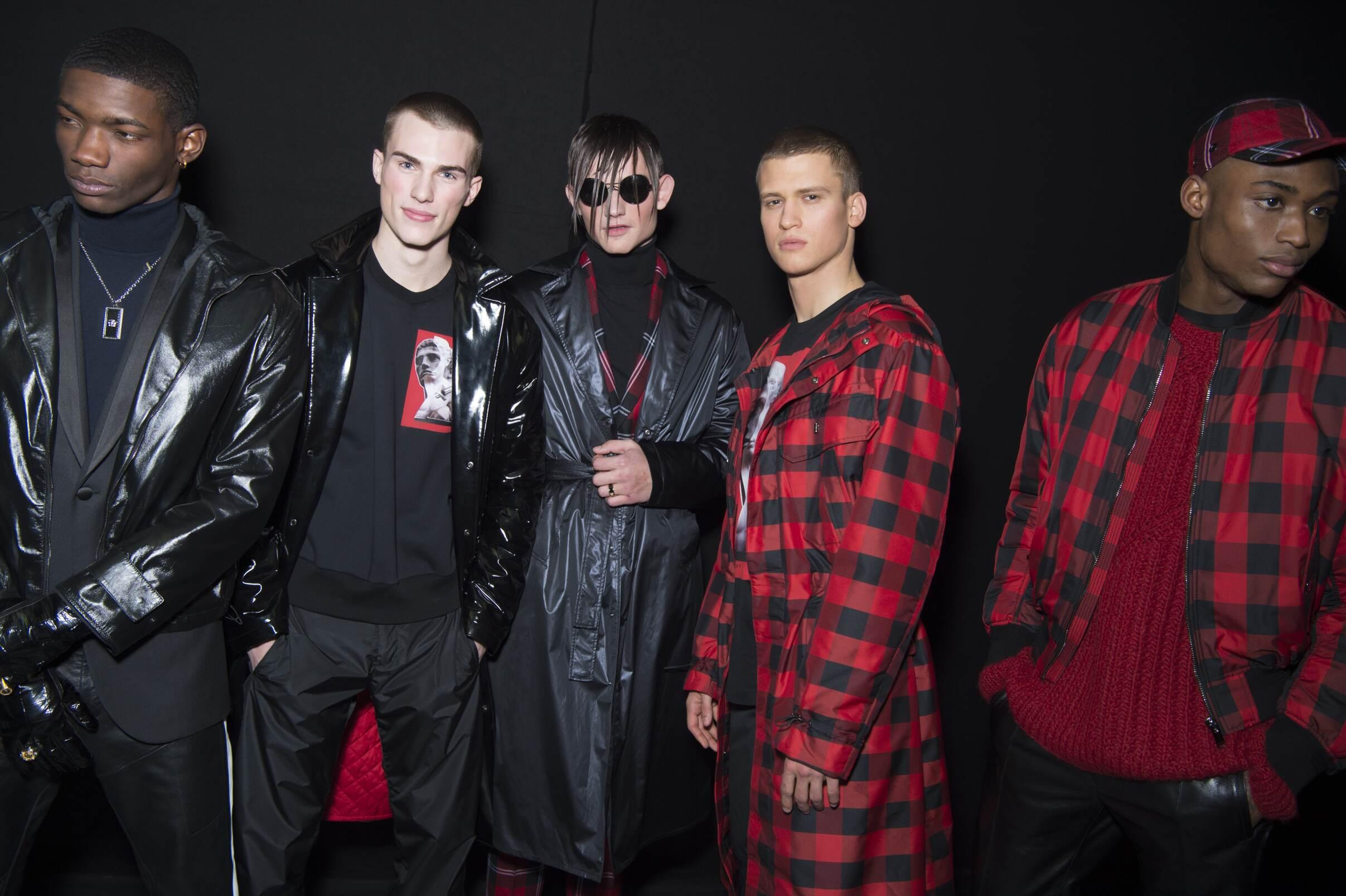 Backstage Versace Fall 2017