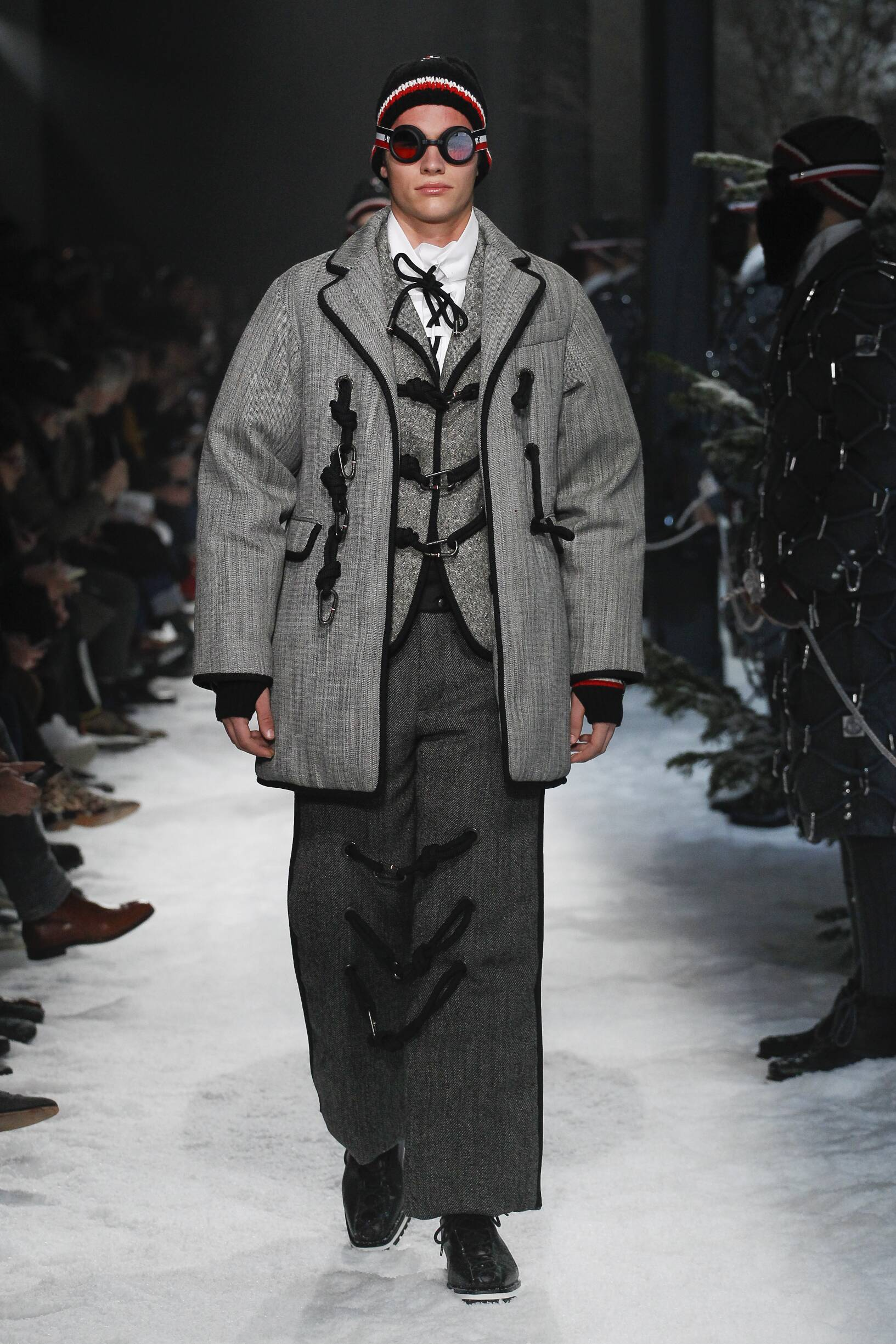 Catwalk Moncler Gamme Bleu Man Fashion Show Winter 2017
