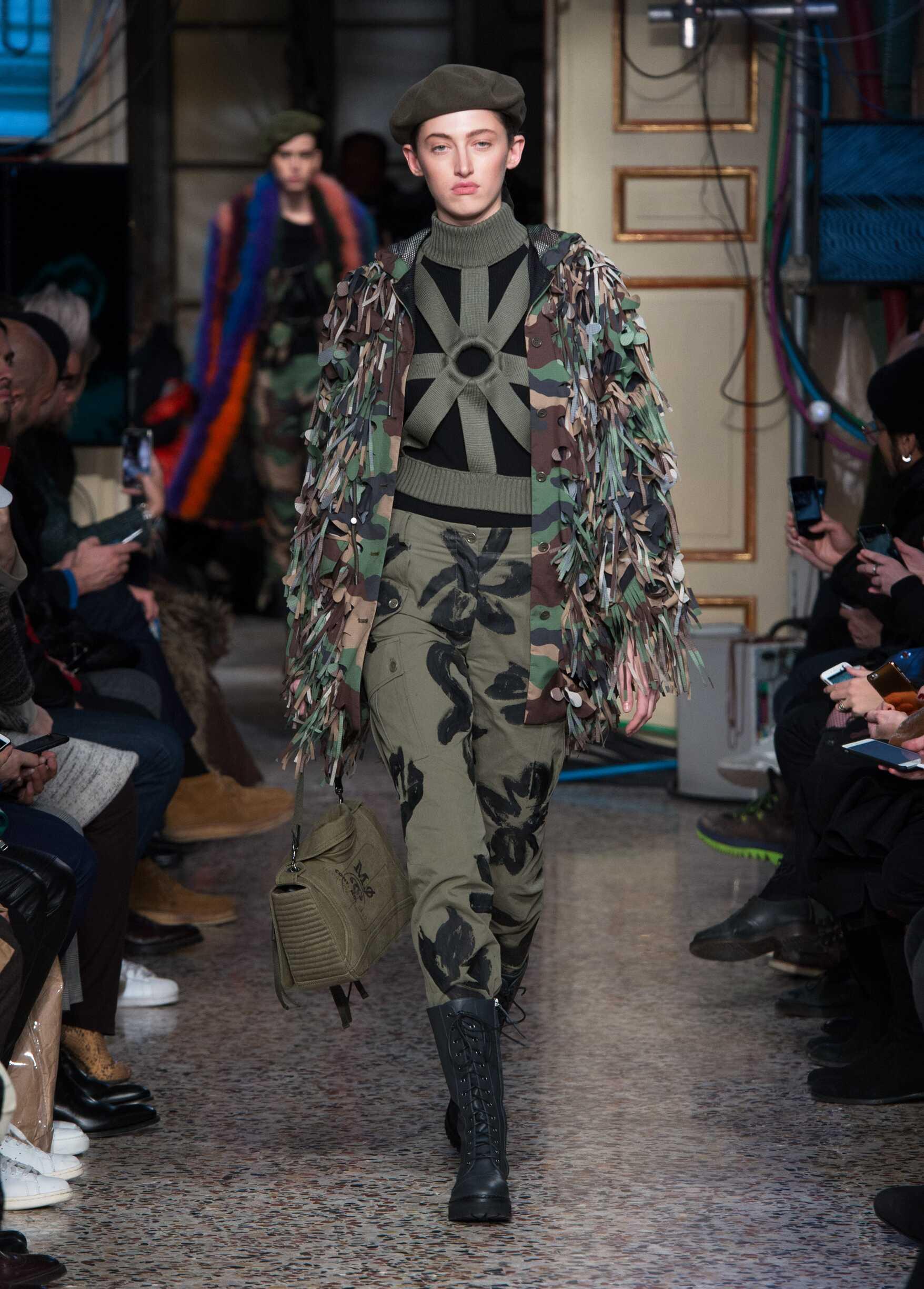 Catwalk Moschino Woman Fashion Show Winter 2017
