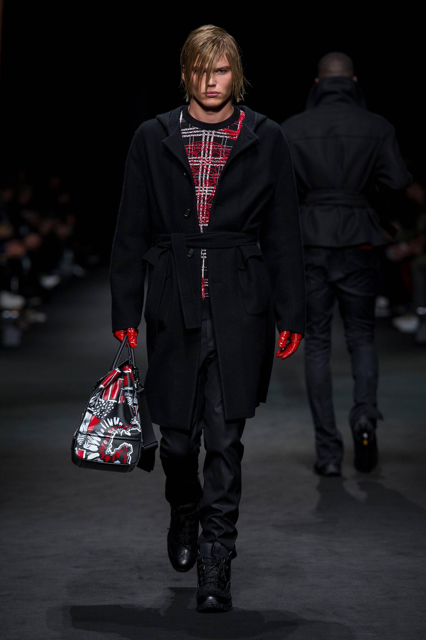 Catwalk Versace Man Fashion Show Winter 2017