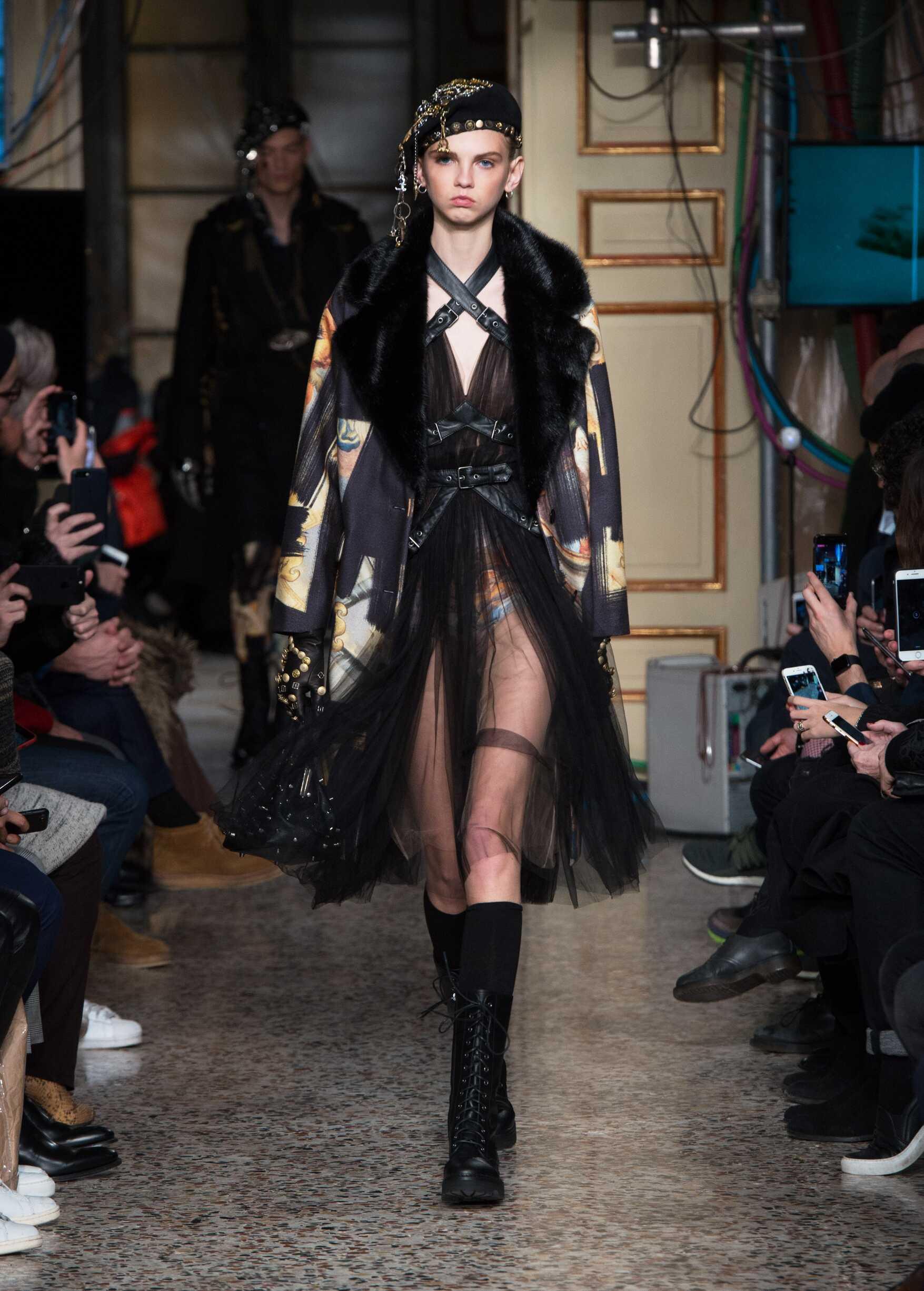 Fall Winter Fashion Trends Woman 2017-18 Moschino