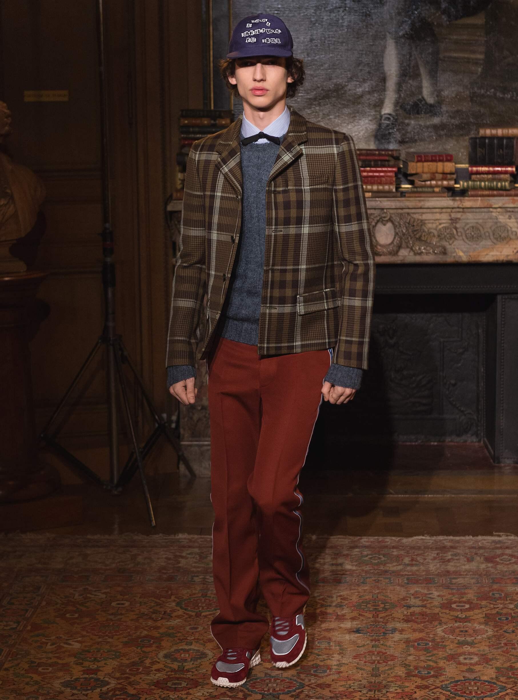Fashion 2017-2018 Man Style Valentino