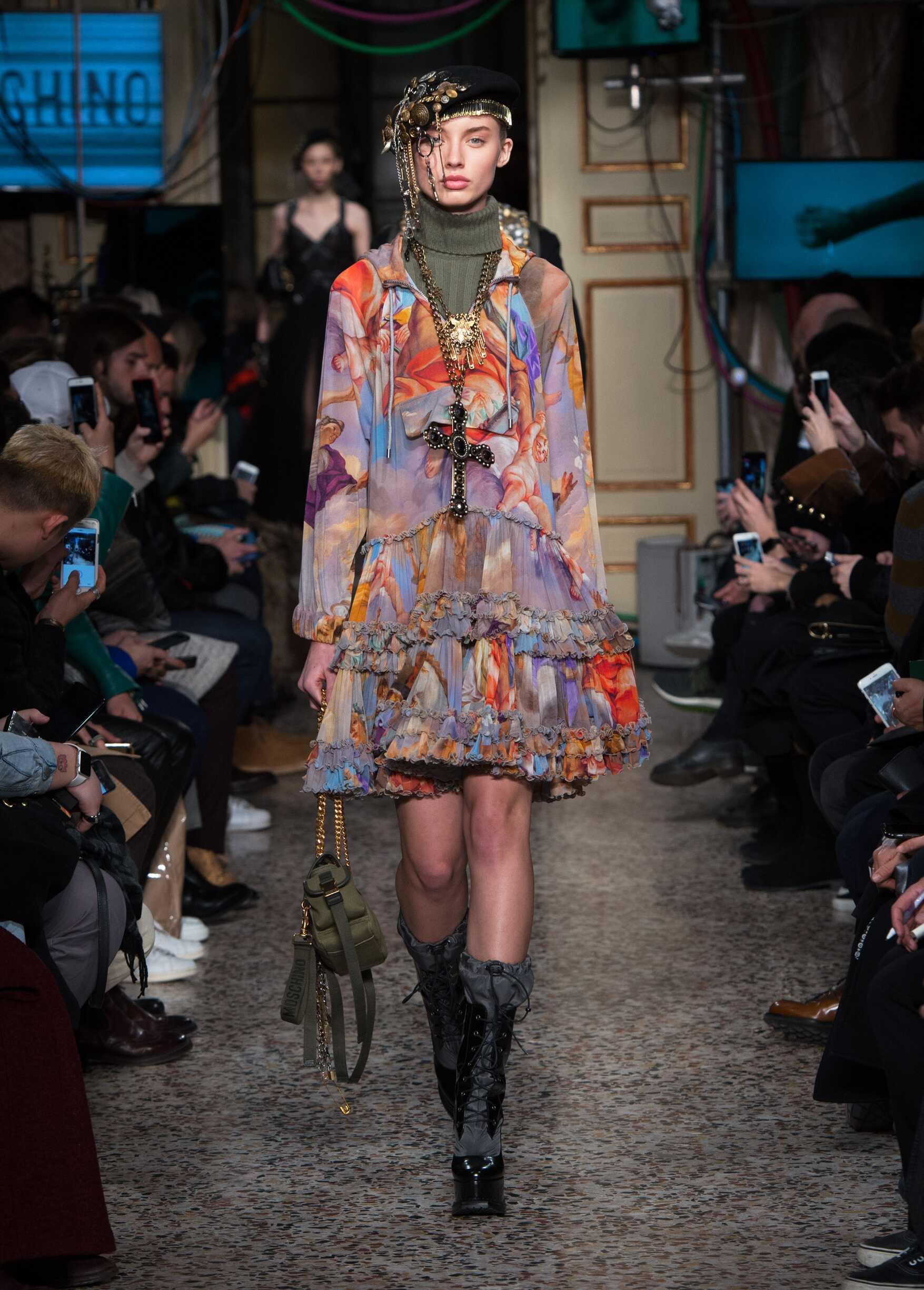 Fashion 2017 Womenswear Catwalk Moschino Winter