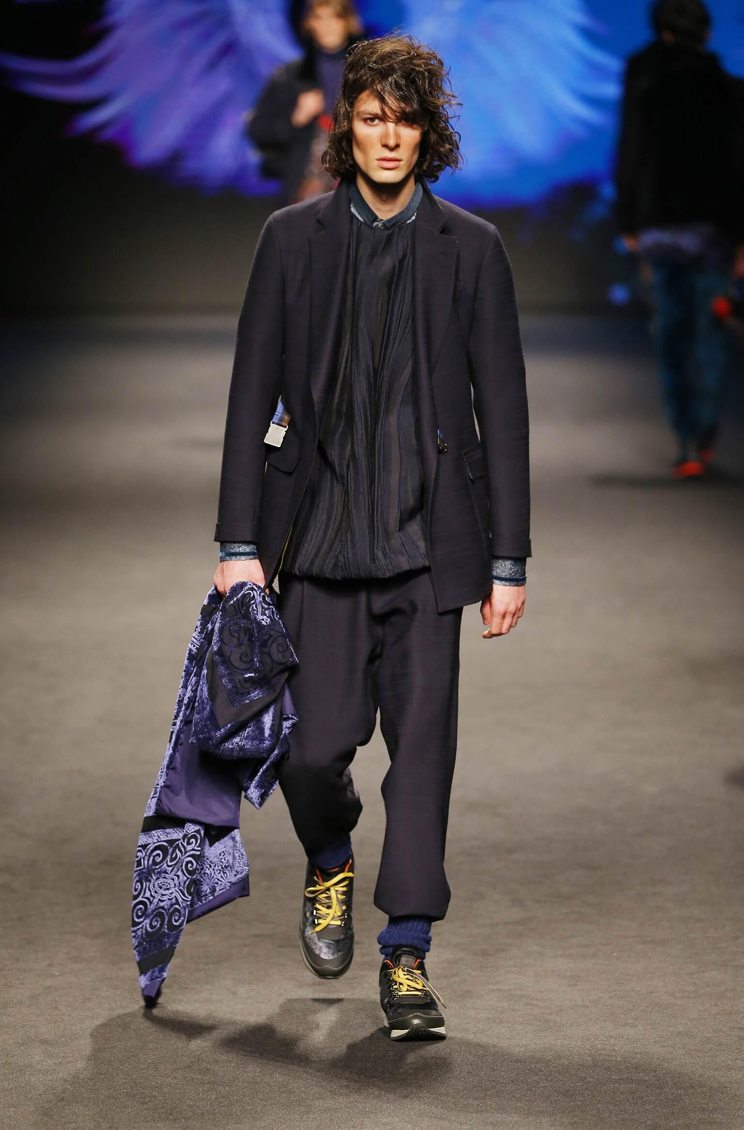 Fashion Man Model Etro Catwalk