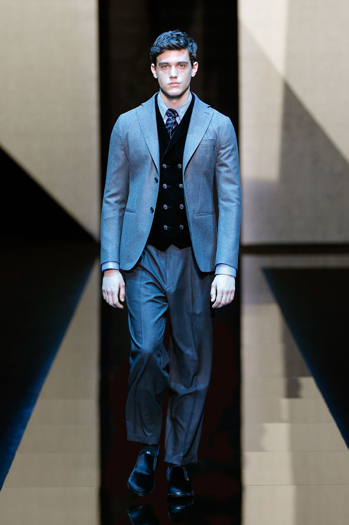 63d3d8f21f20 GIORGIO ARMANI FALL WINTER 2017-18 MEN S COLLECTION – MILAN FASHION WEEK