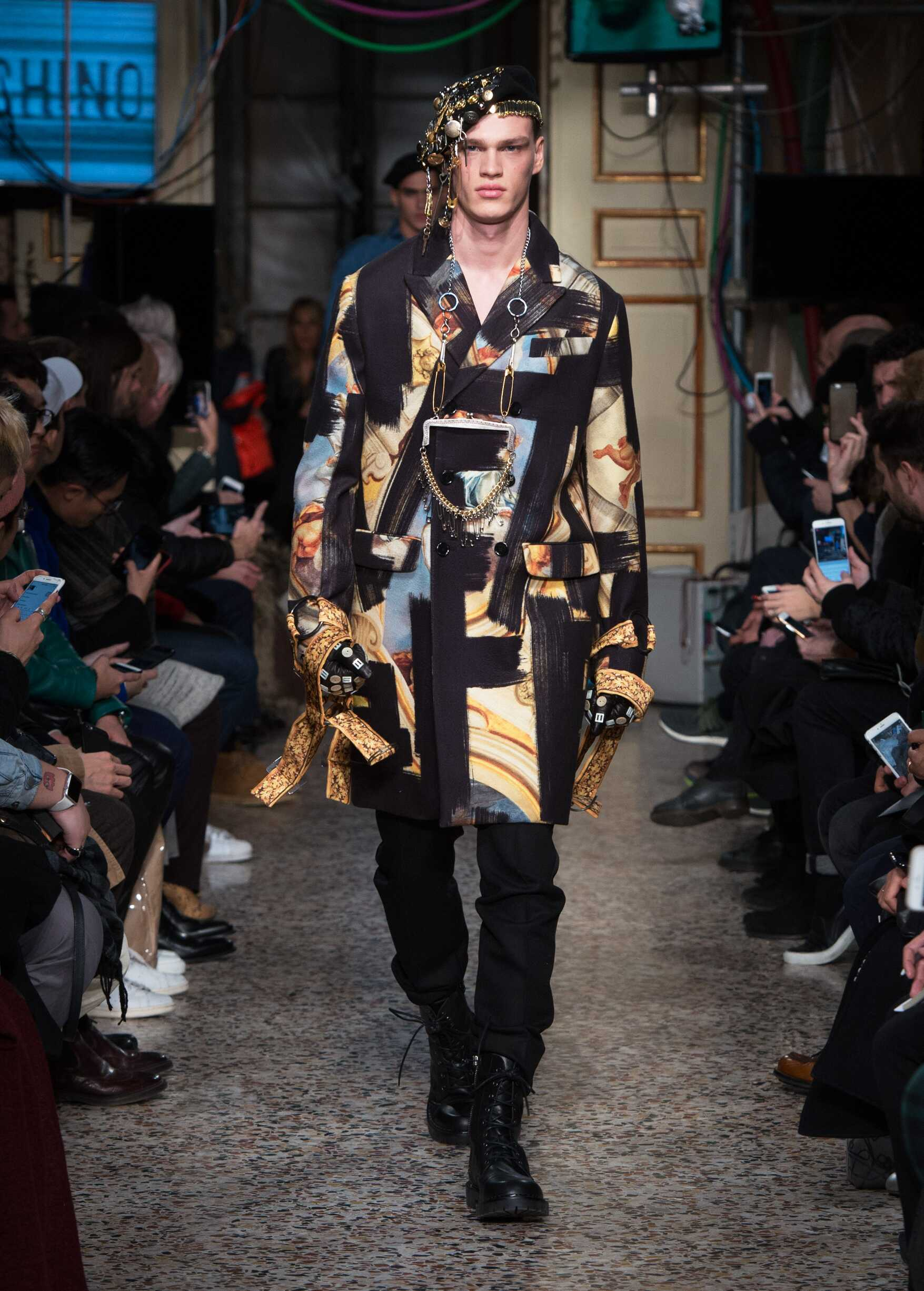 Runway Moschino Fall Winter 2017 Men's Collection Milan Fashion Week