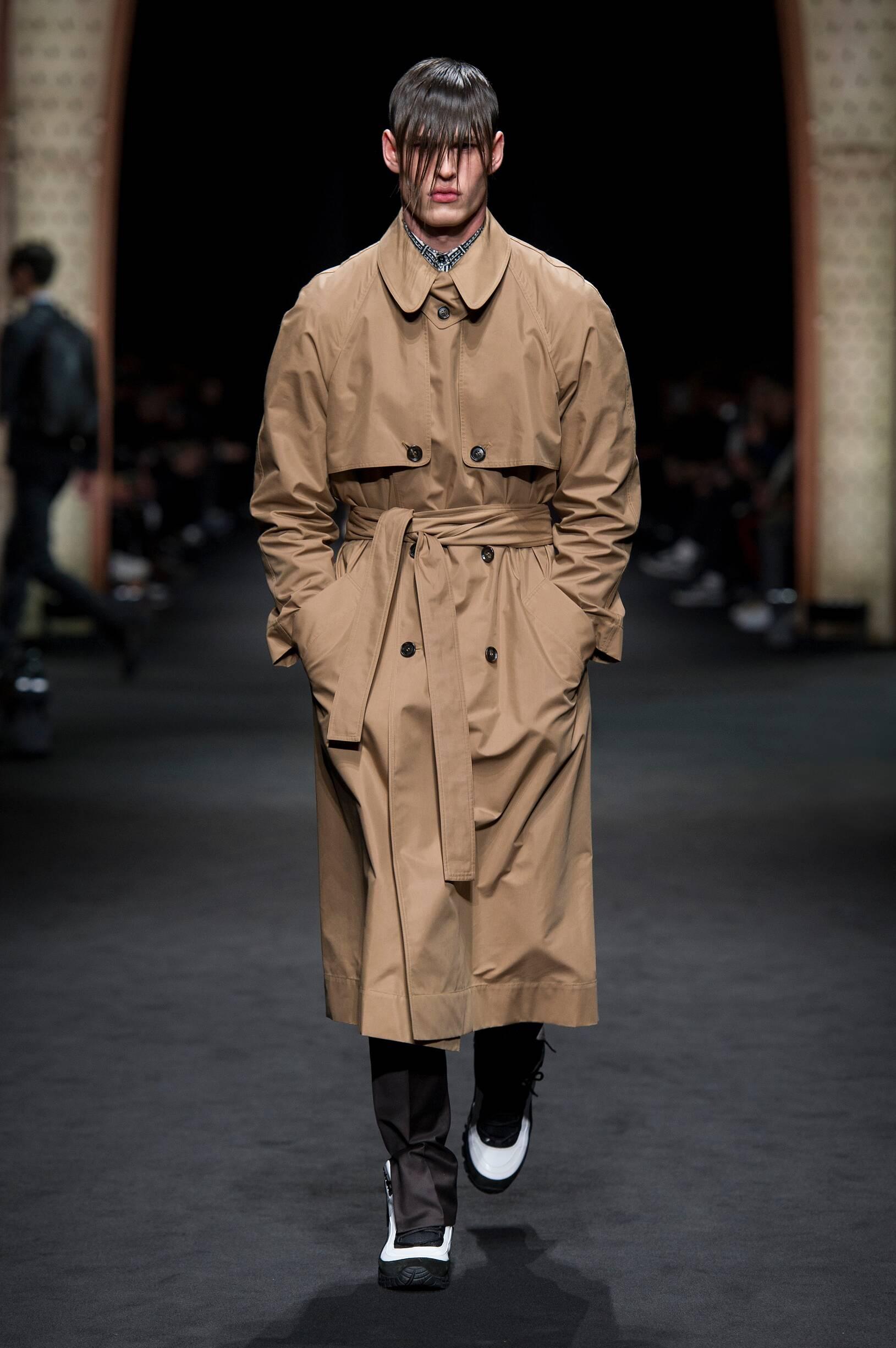 Runway Versace Fall Winter 2017 Men's Collection Milan Fashion Week