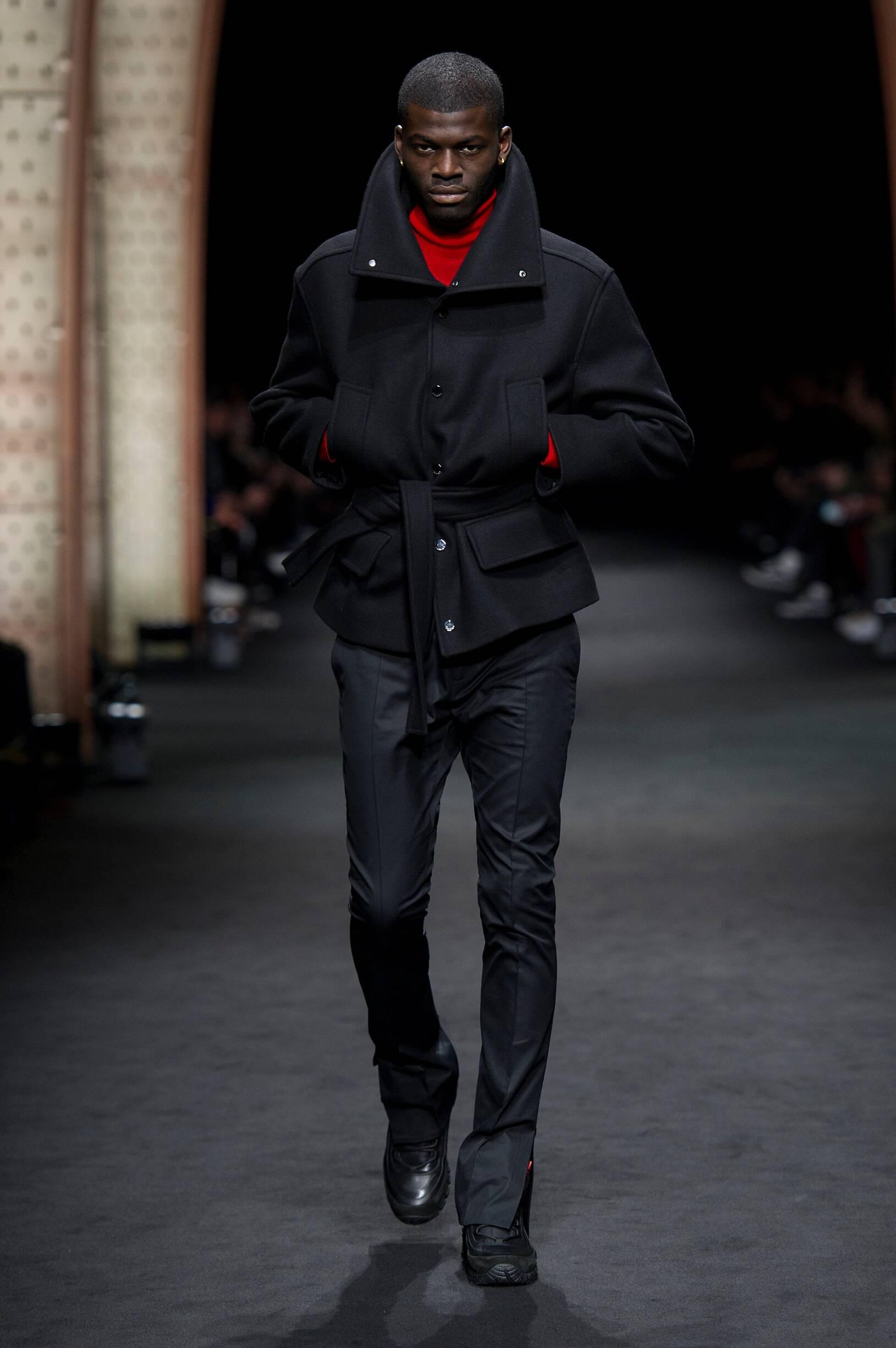 Versace Winter 2017 Catwalk