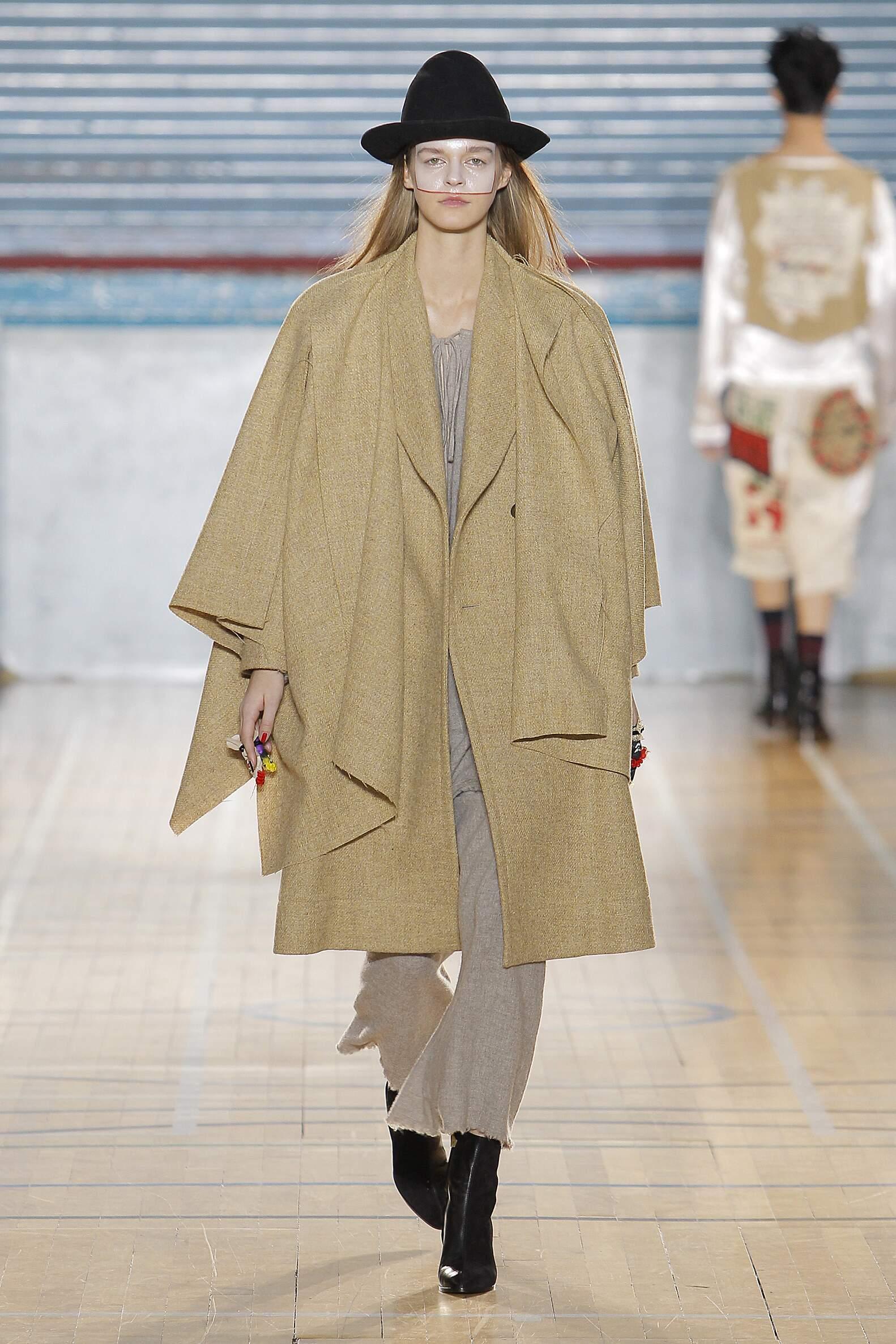 Vivienne Westwood Fall 2017 Catwalk