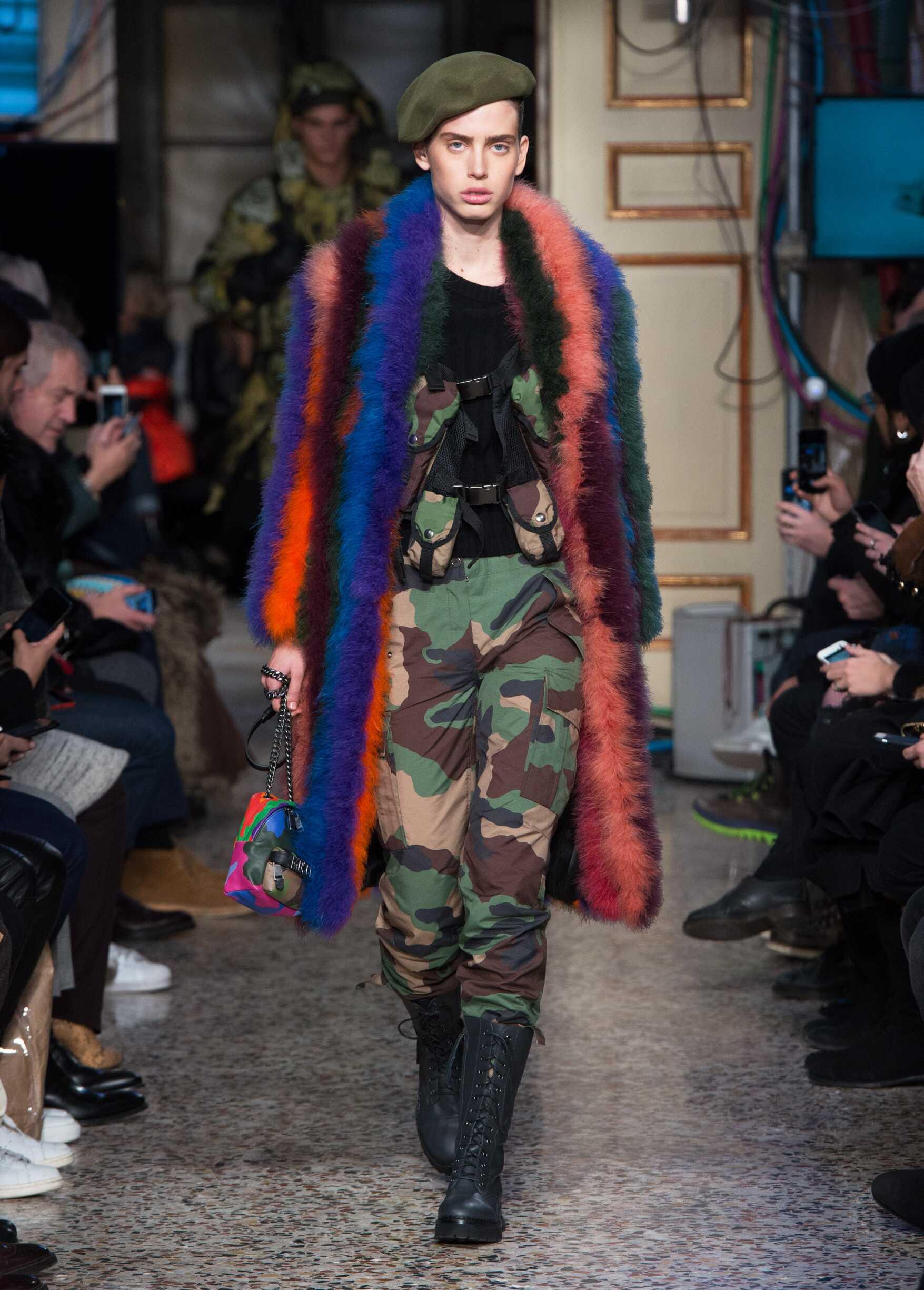Woman Fall Fashion Trends 2017 Moschino
