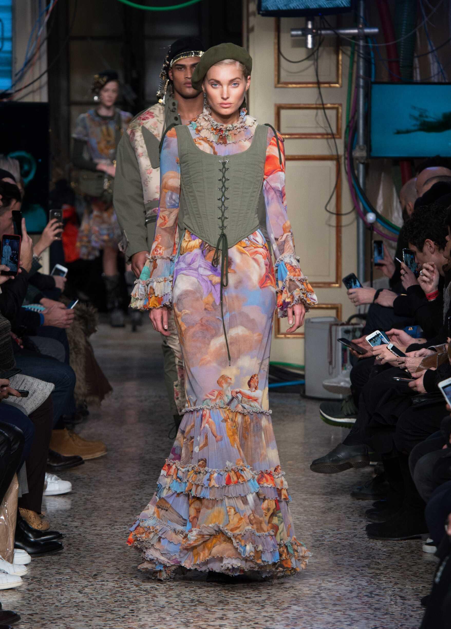 Womenswear 2017 Moschino Catwalk