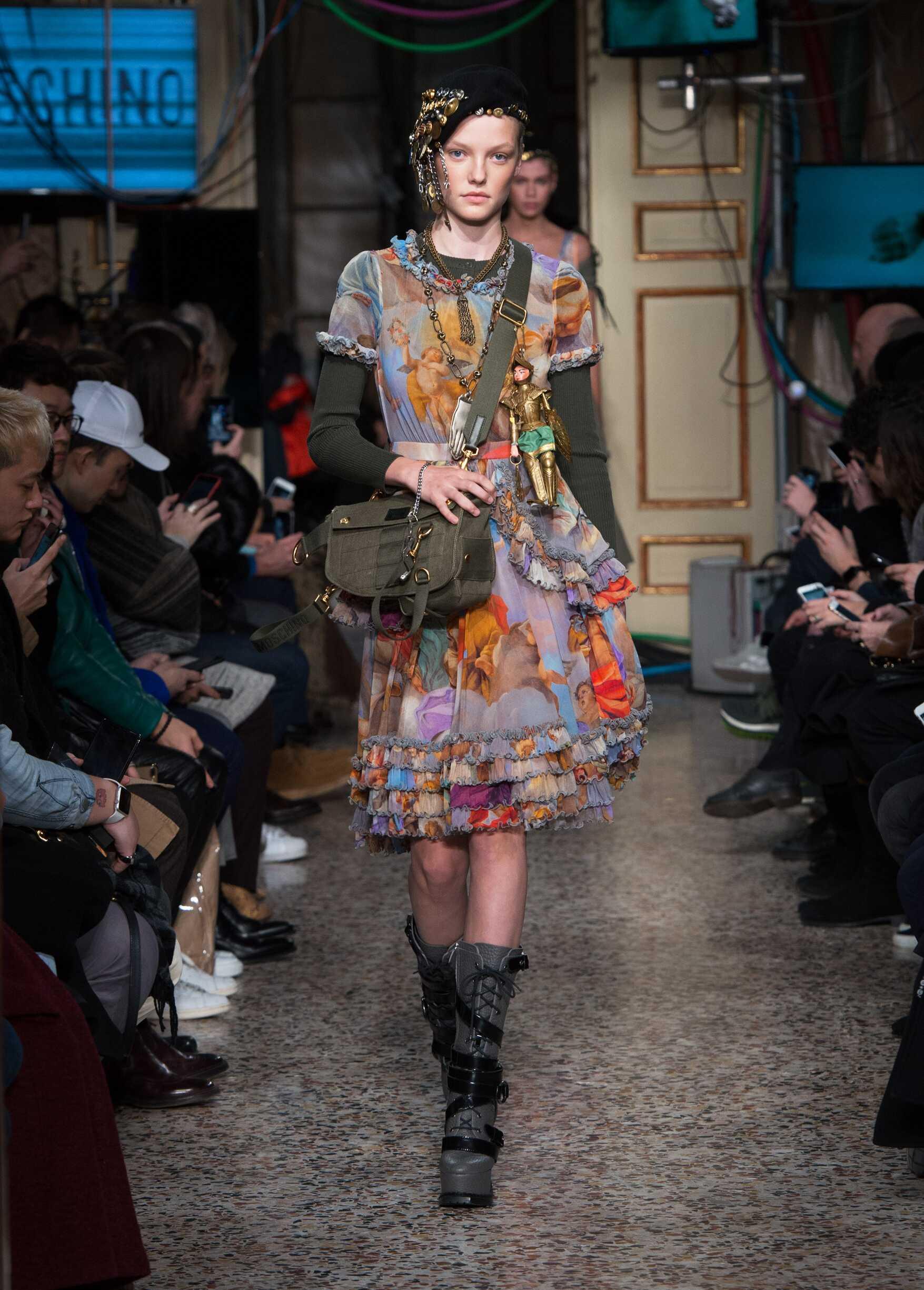 Womenswear Winter Moschino 2017