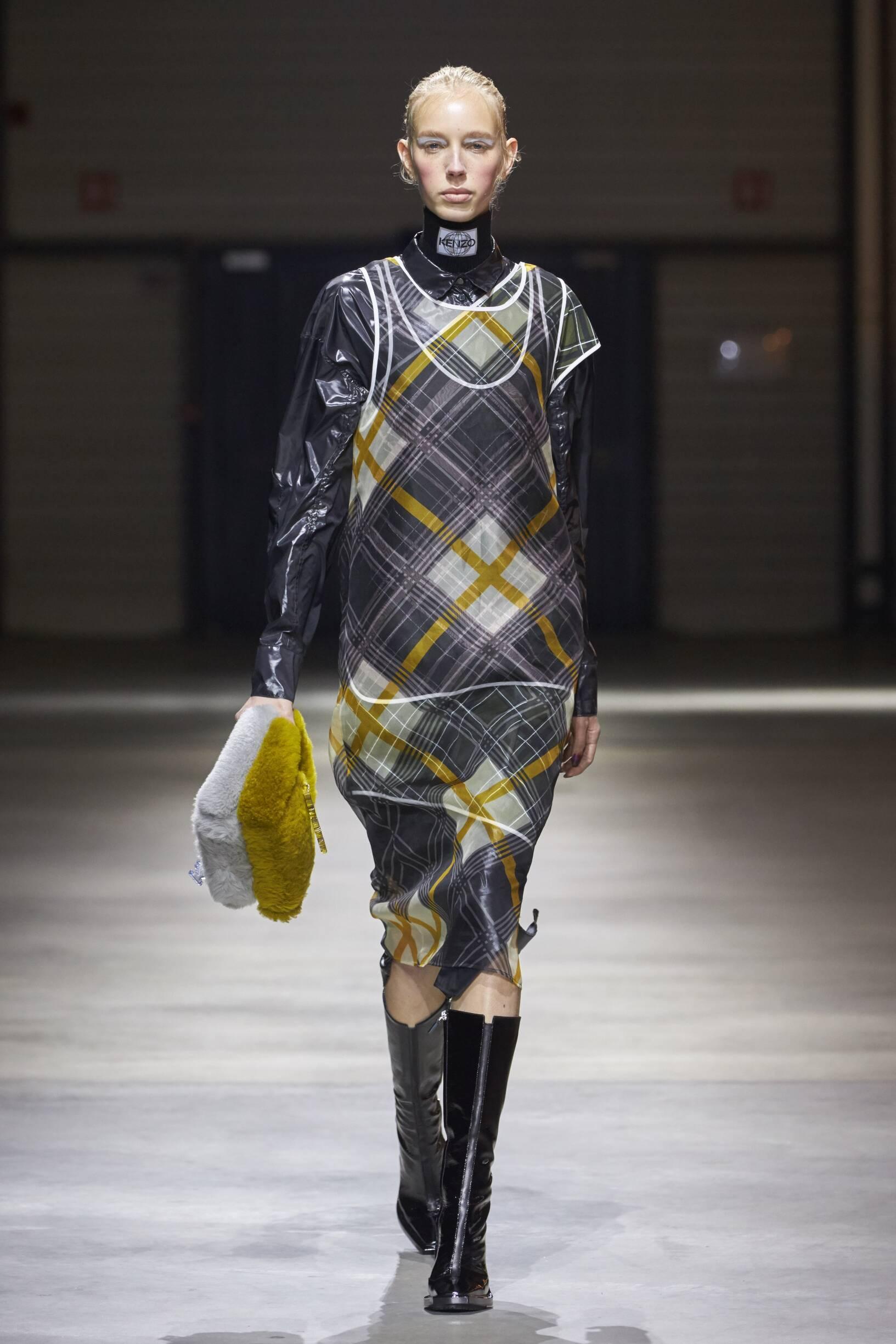 2017 Catwalk Kenzo Woman Fashion Show Winter