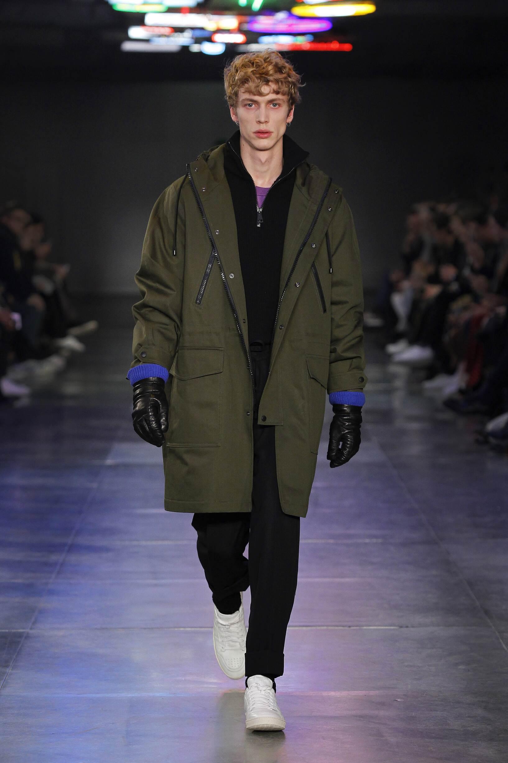 Fashion Man Model Ami Catwalk