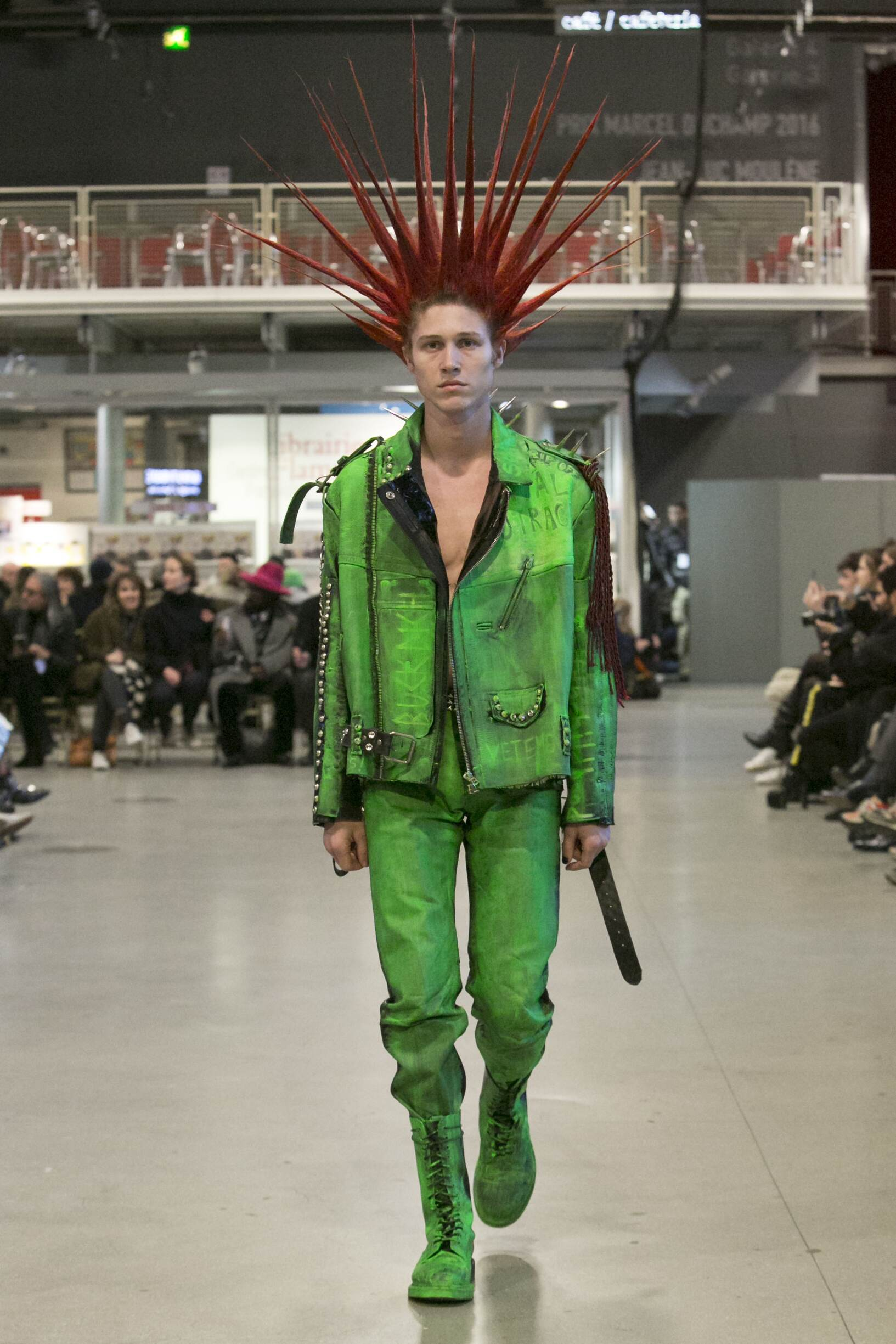 Fashion Man Model Vetements Catwalk 17-18