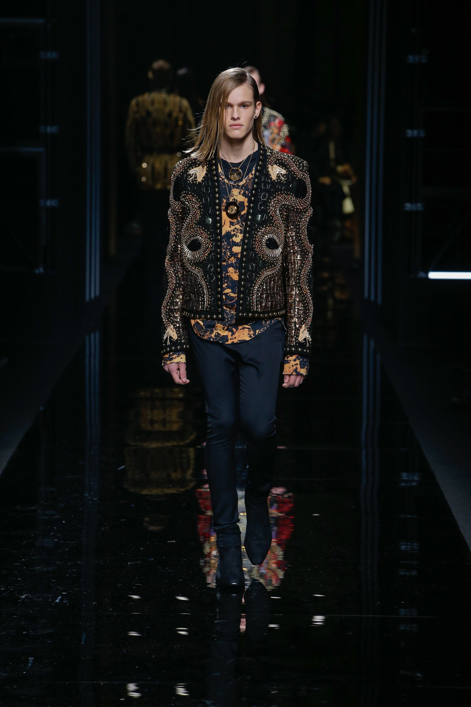 Man 2017-18 Balmain Winter Catwalk