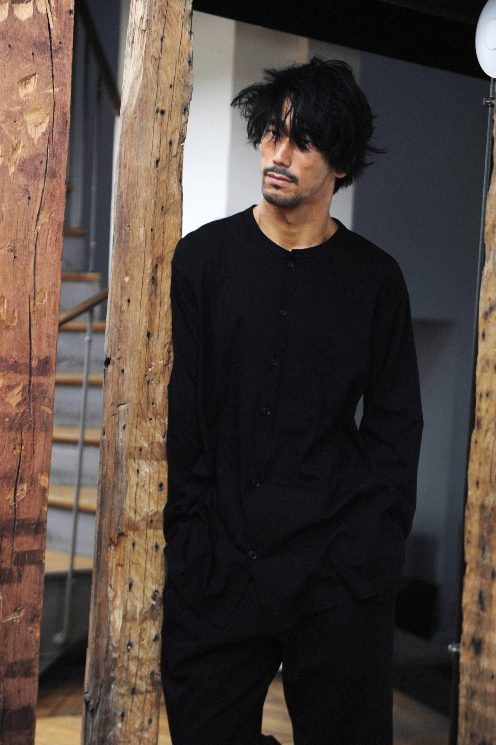 Model Yohji Yamamoto Backstage Fall 17-18