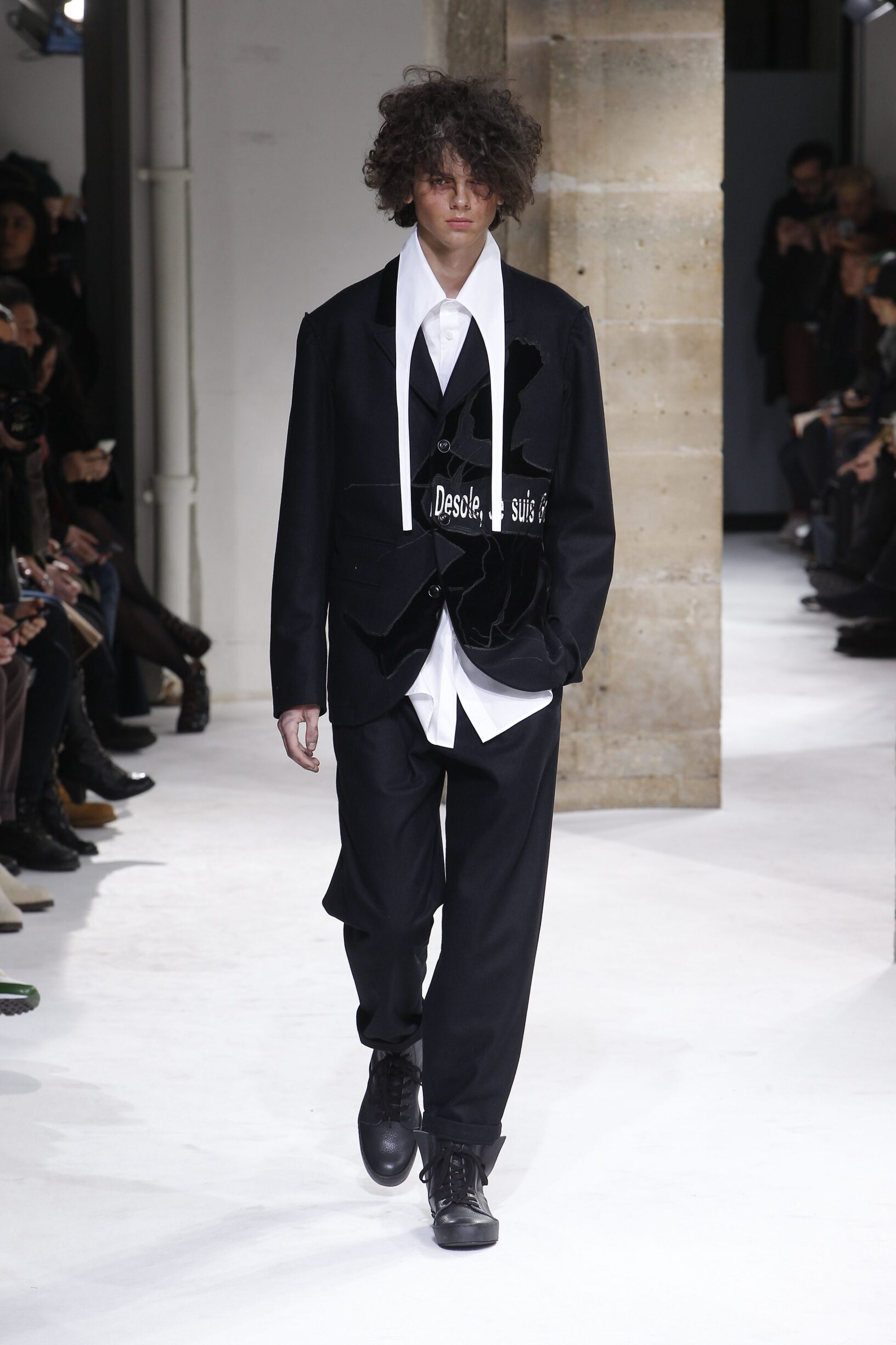 Runway Yohji Yamamoto Fall Winter 2017 Men's Collection Paris Fashion Week