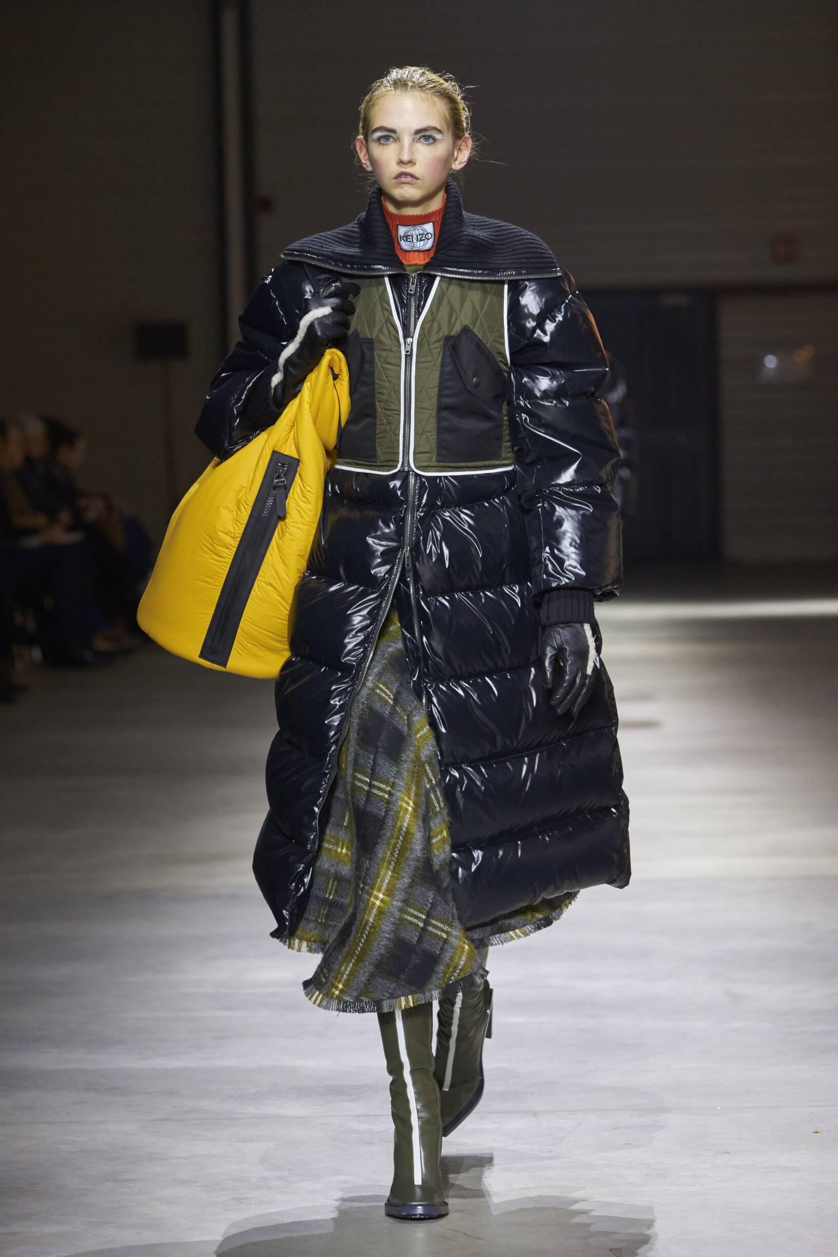 Woman Catwalk Kenzo Winter 2017