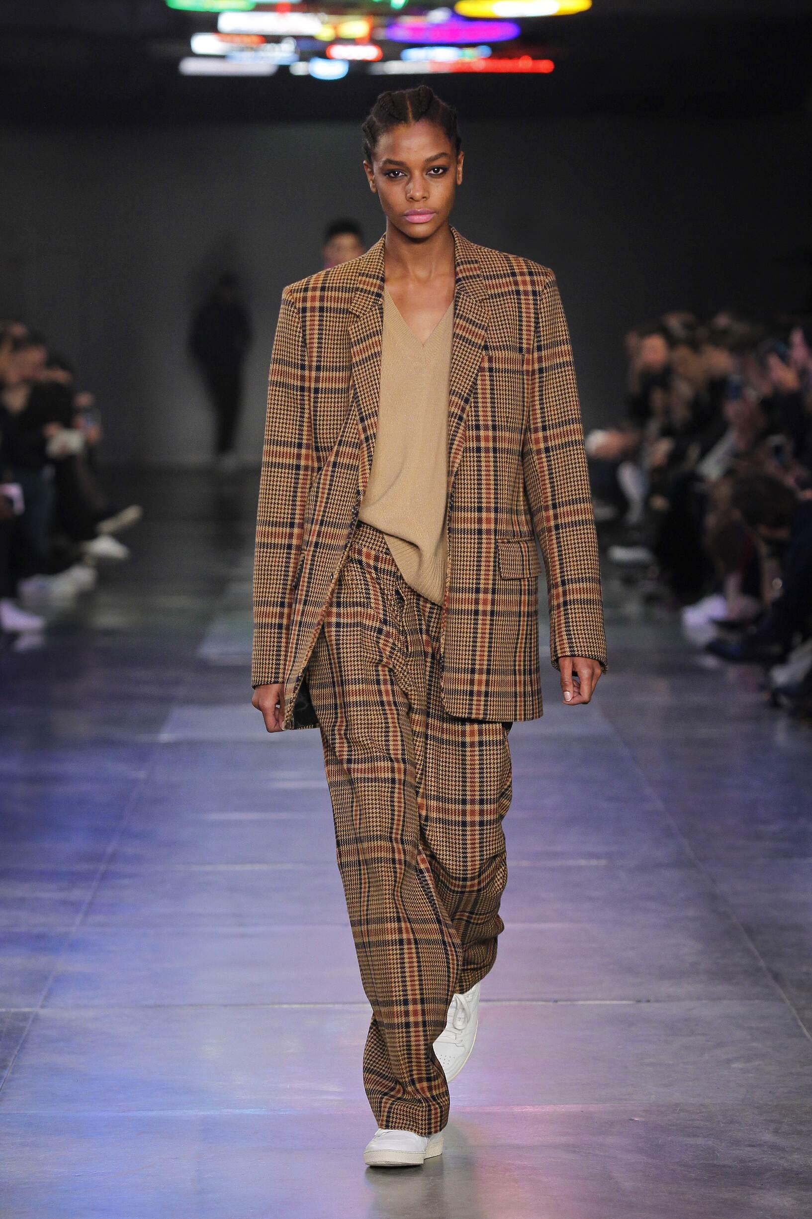 Woman Winter 2017 Fashion Trends Ami