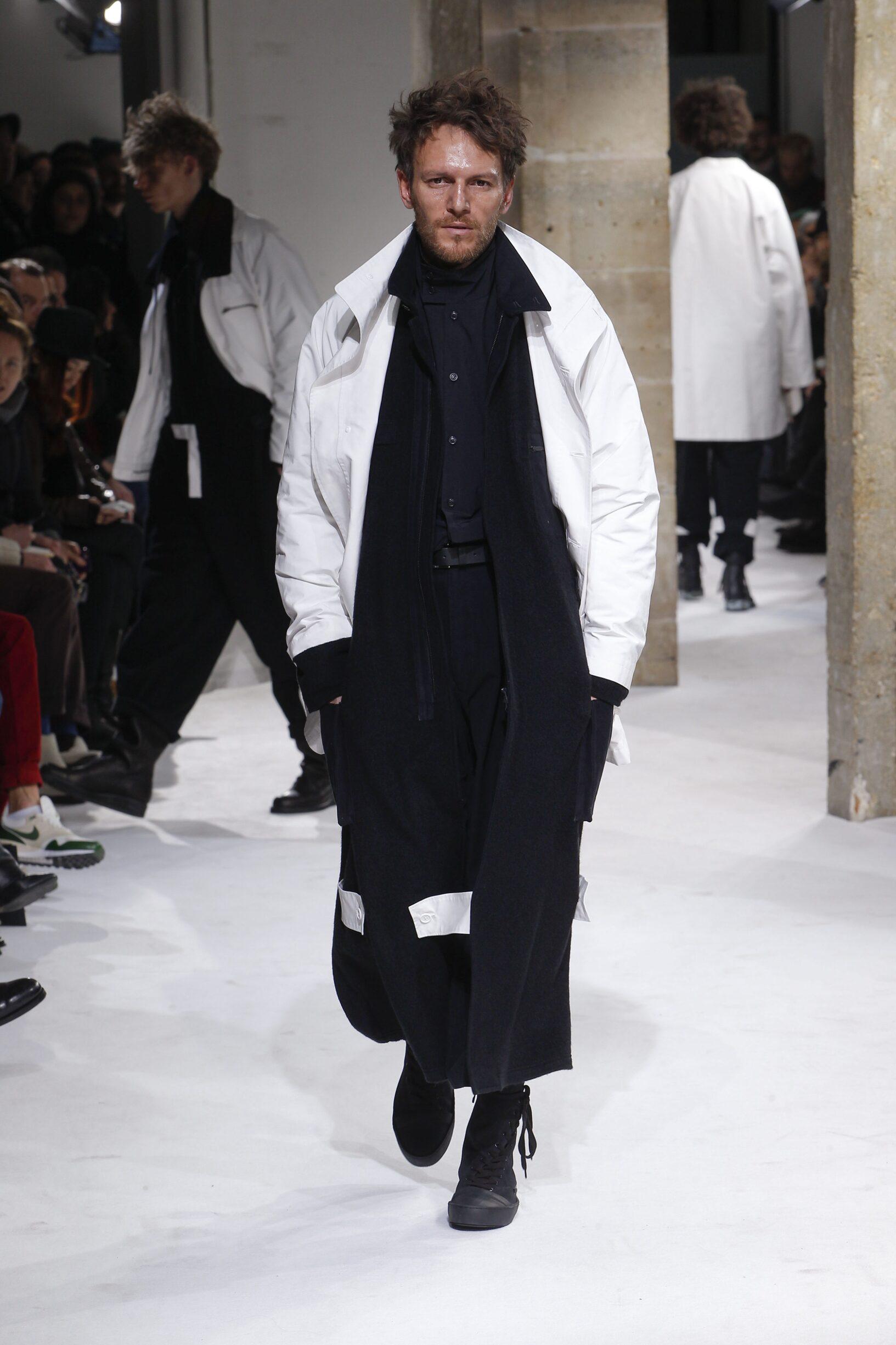Yohji Yamamoto Winter 2017 Catwalk