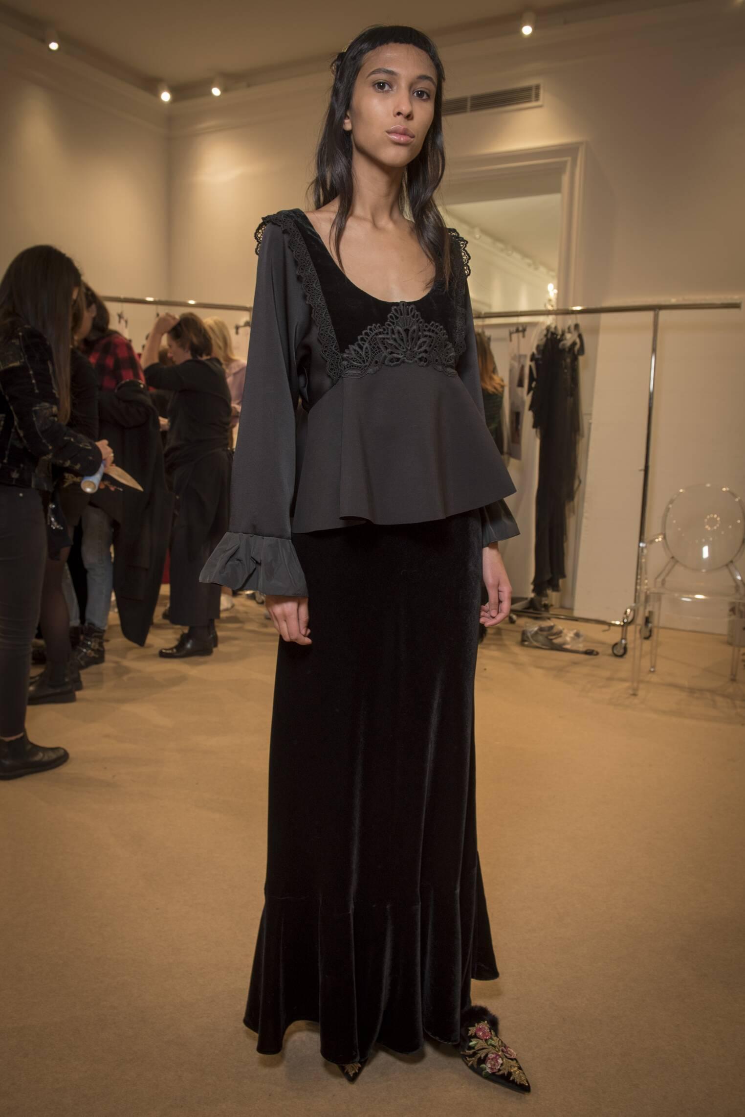 2017 Backstage Alberta Ferretti Fall Model
