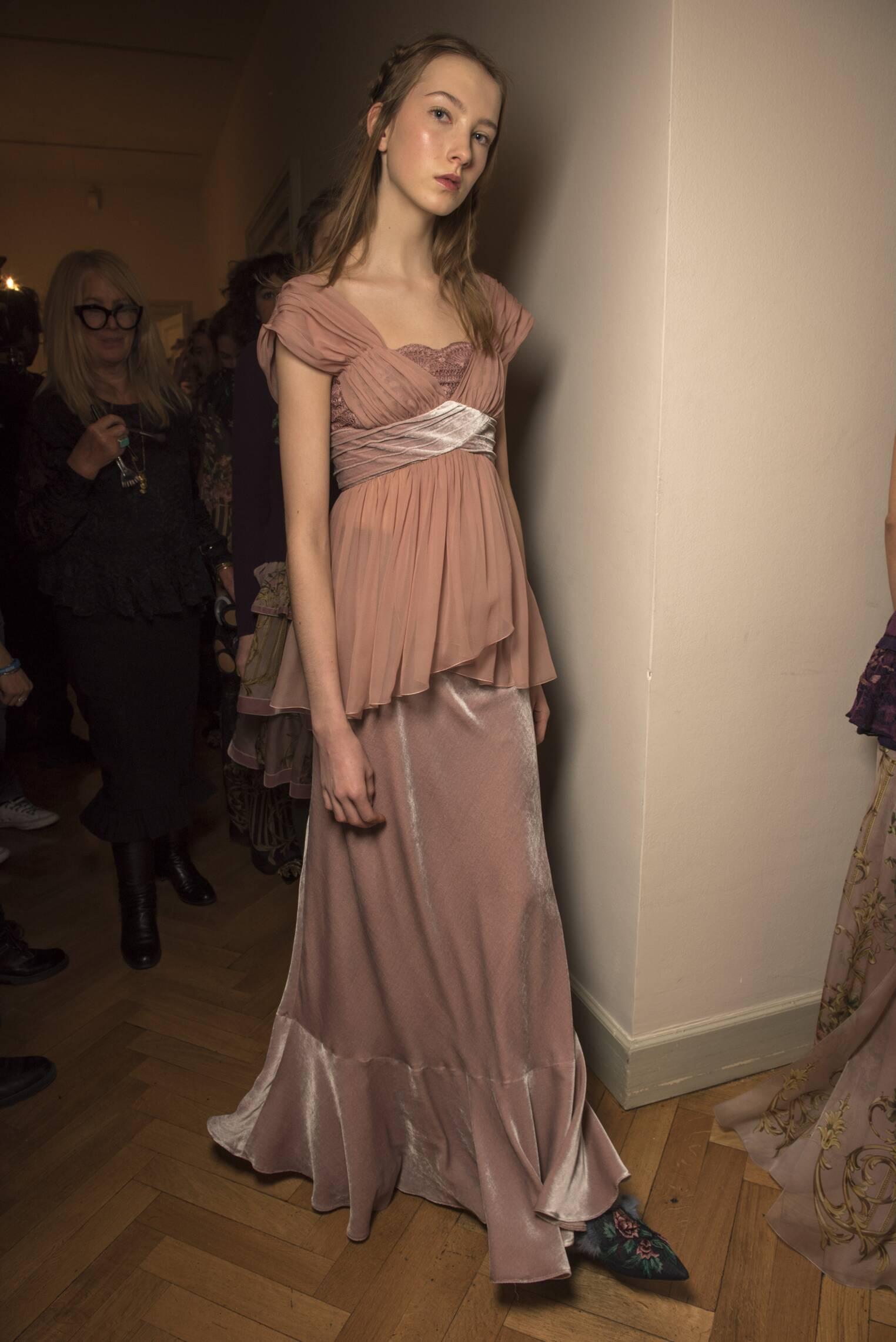 2017 Backstage Alberta Ferretti Woman Fashion Show