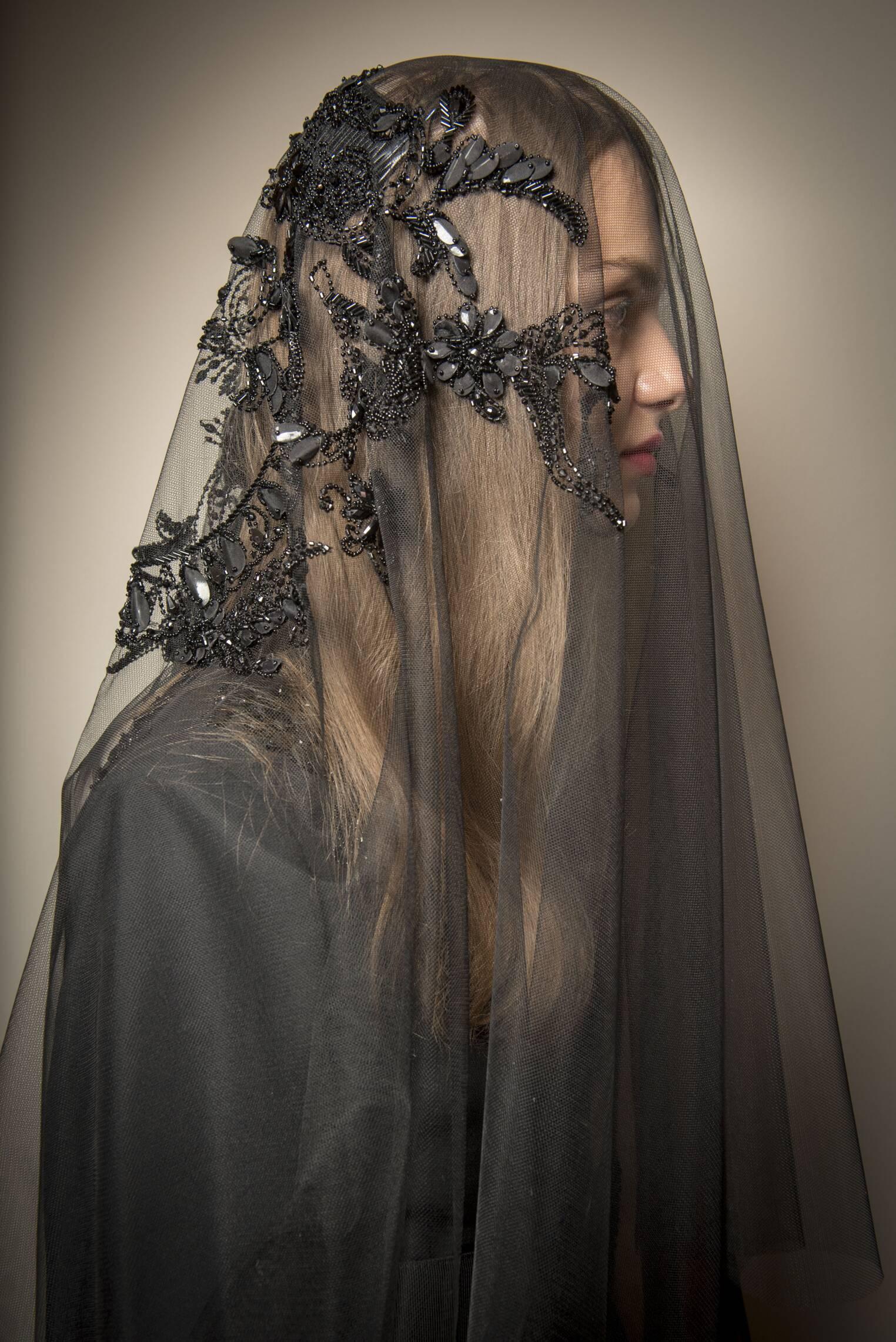 2017 Detail Backstage Alberta Ferretti Woman Fashion Show Fashion Week